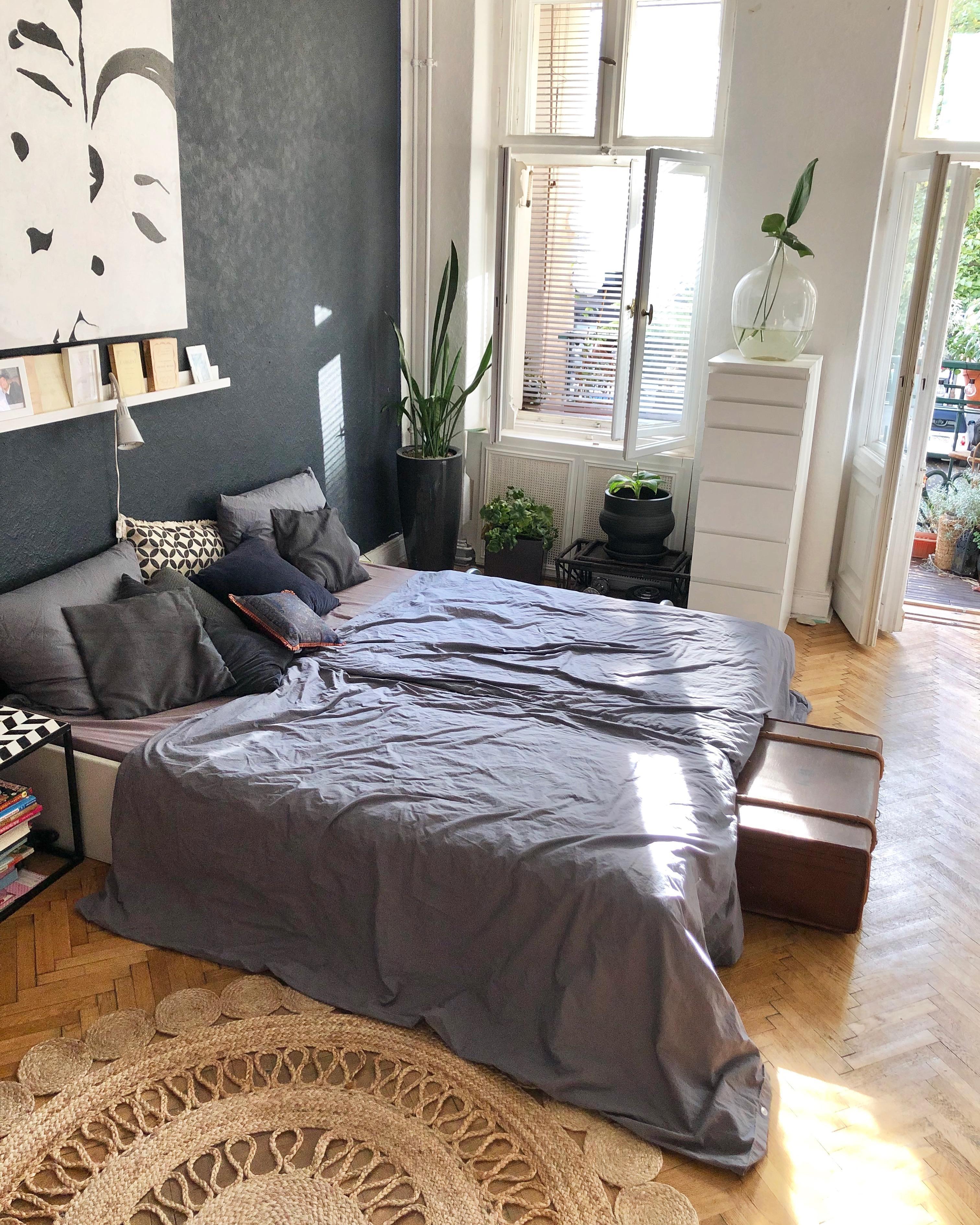 Schlafzimmer Altbau Bett Berlin Holzboden D