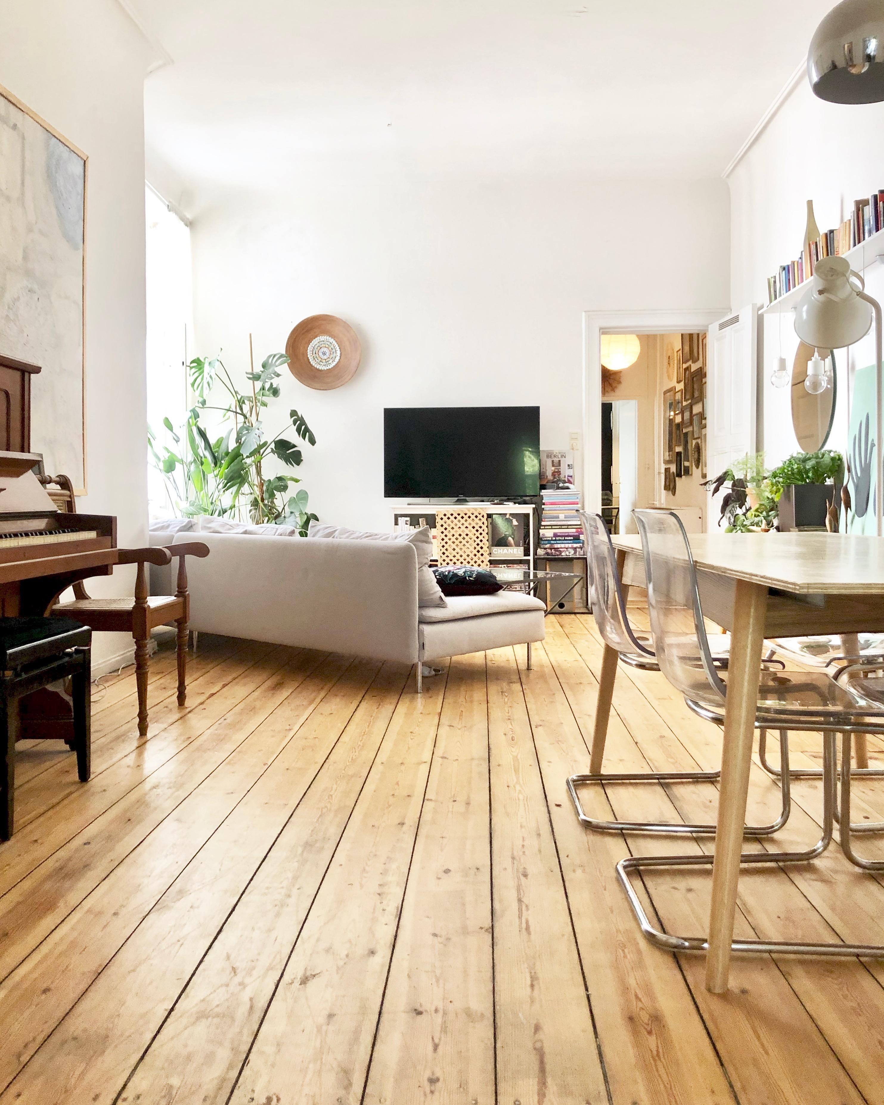 Delicieux #wohnzimmer #dielenboden #berlin #altbau #berlinerzimmer