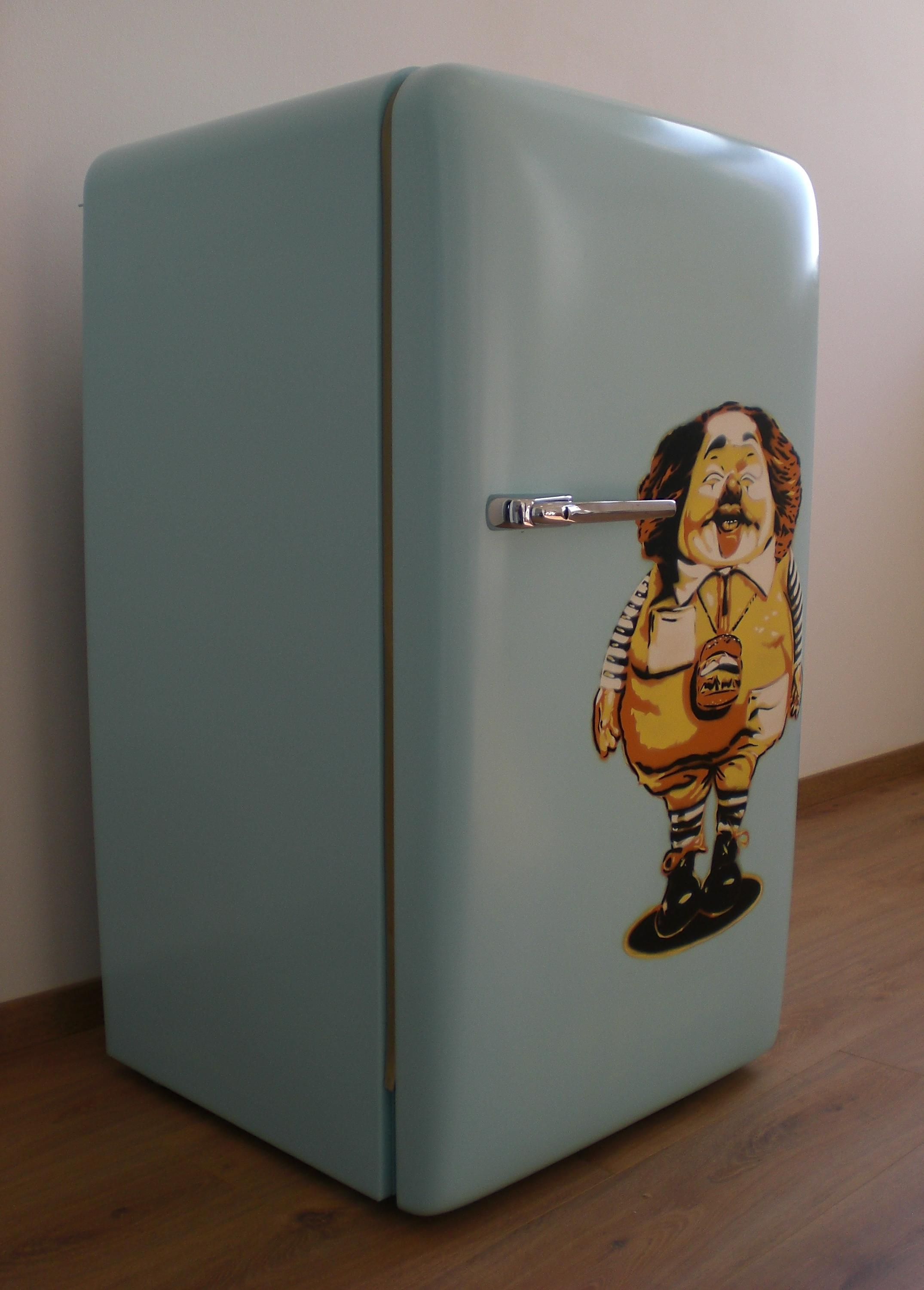 2nd Life Fridge – Burger Boy - Upcycling-Projekt #kühlschrank #upcycling ©colourform