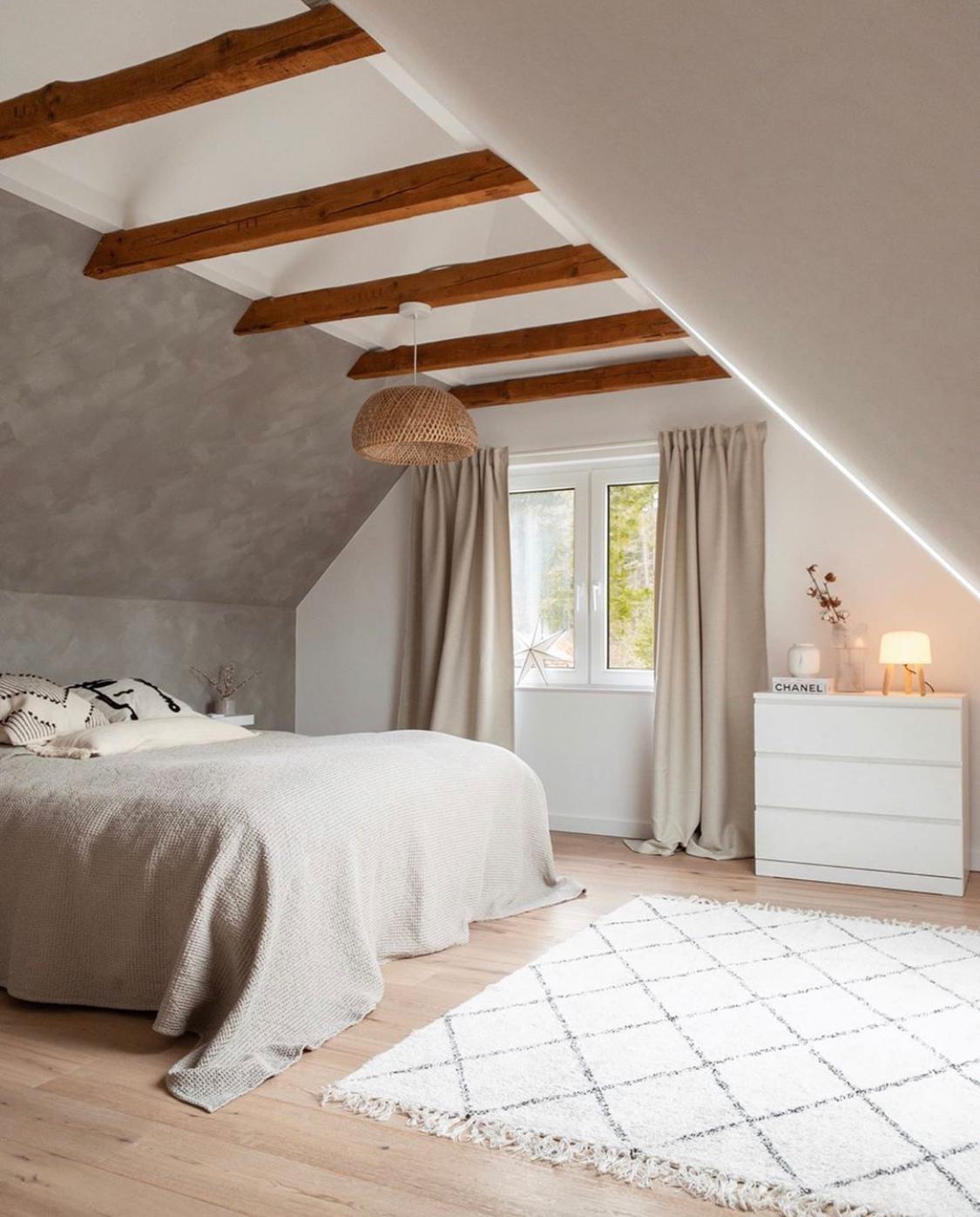 17 Monate altes Schlafzimmer, 17 Jahre alte Balken 🖤