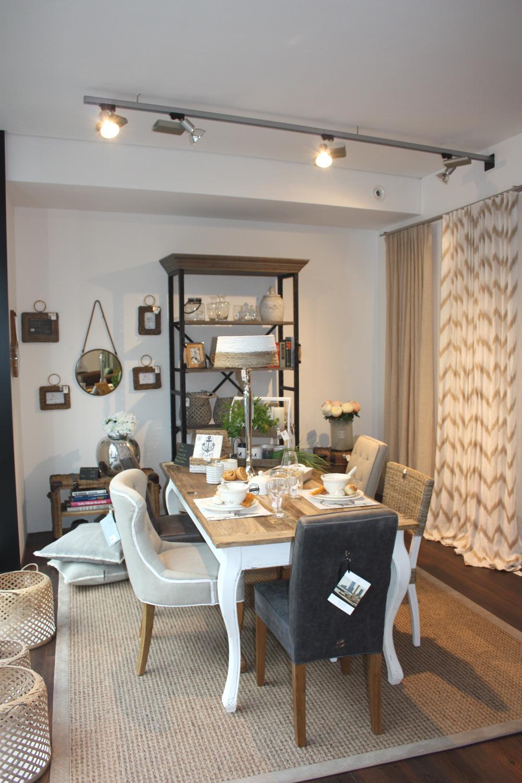 Abendessen mit Freunden - mit Möbeln und Accessoire....