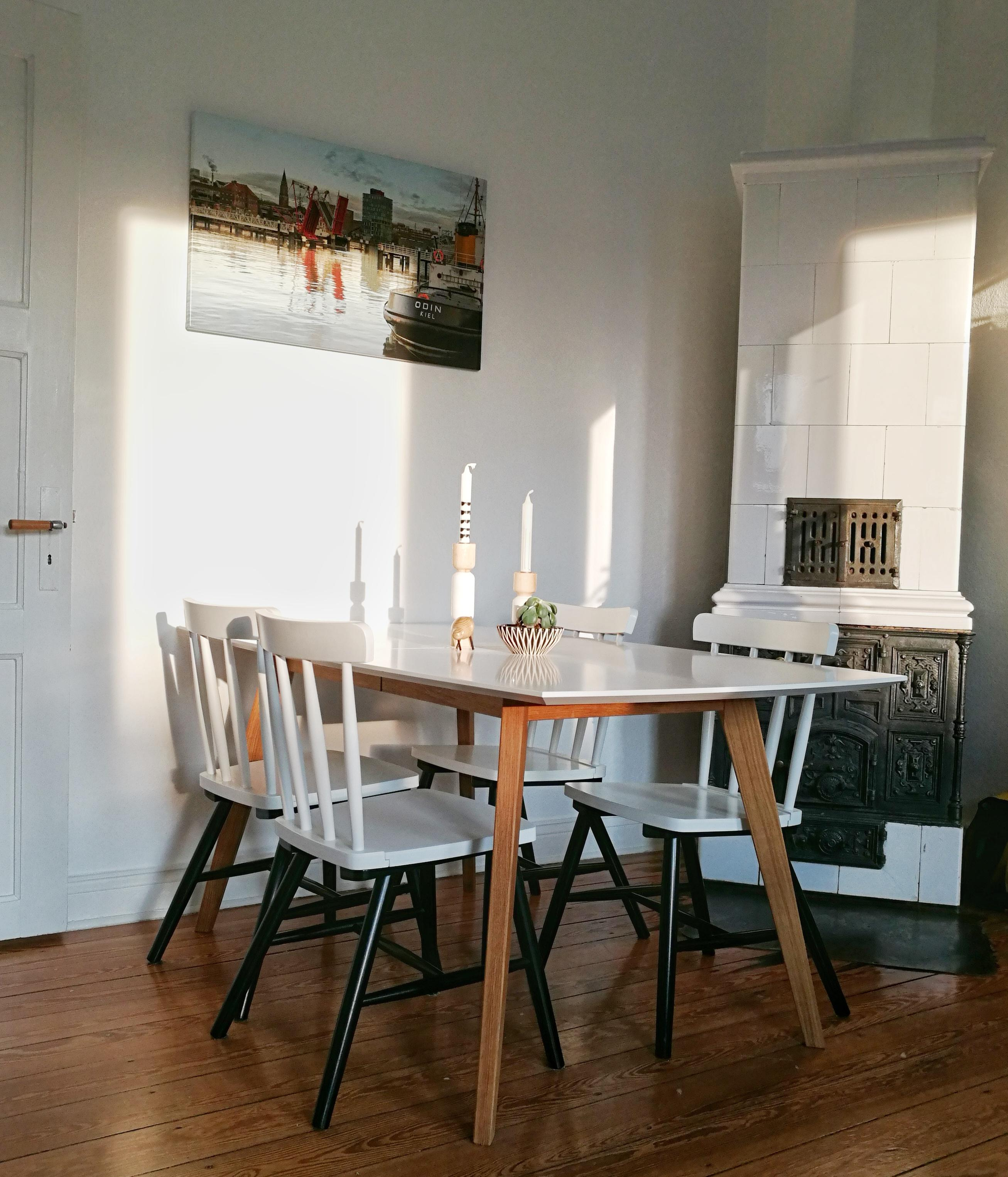 Abendsonne einfangen. #altbau #nordic #ofen #furniture #interior #scandi