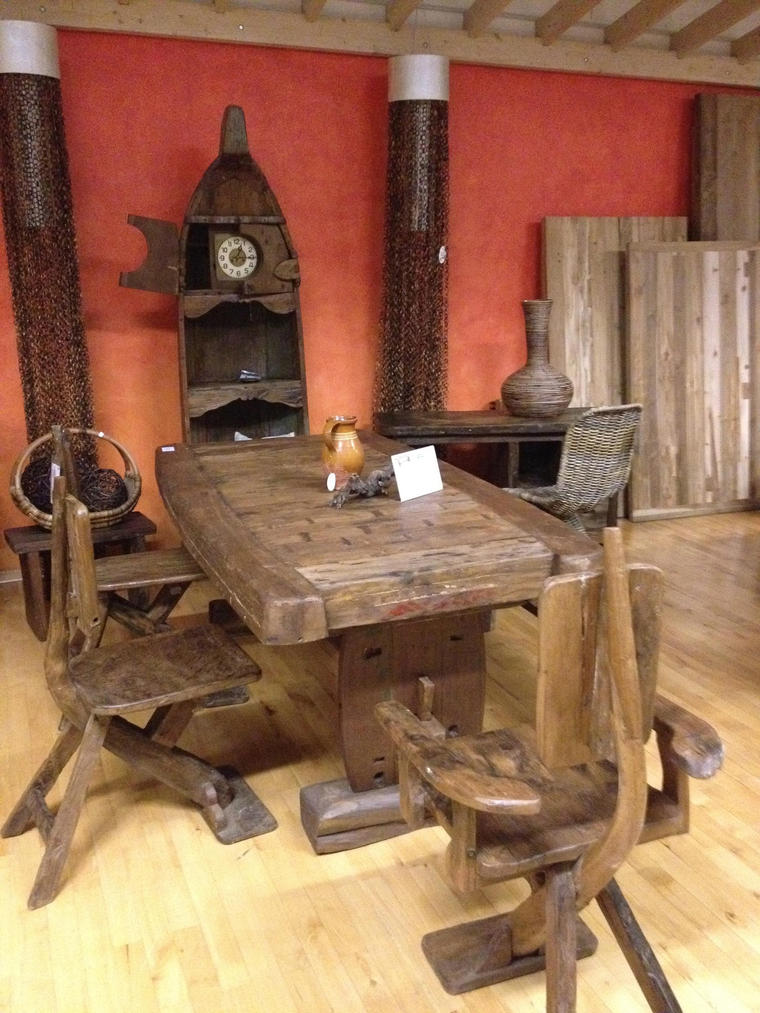 schrank und stuhl stuhl teppich fenster lampe herrlich schrank b roschr nke with schrank und. Black Bedroom Furniture Sets. Home Design Ideas