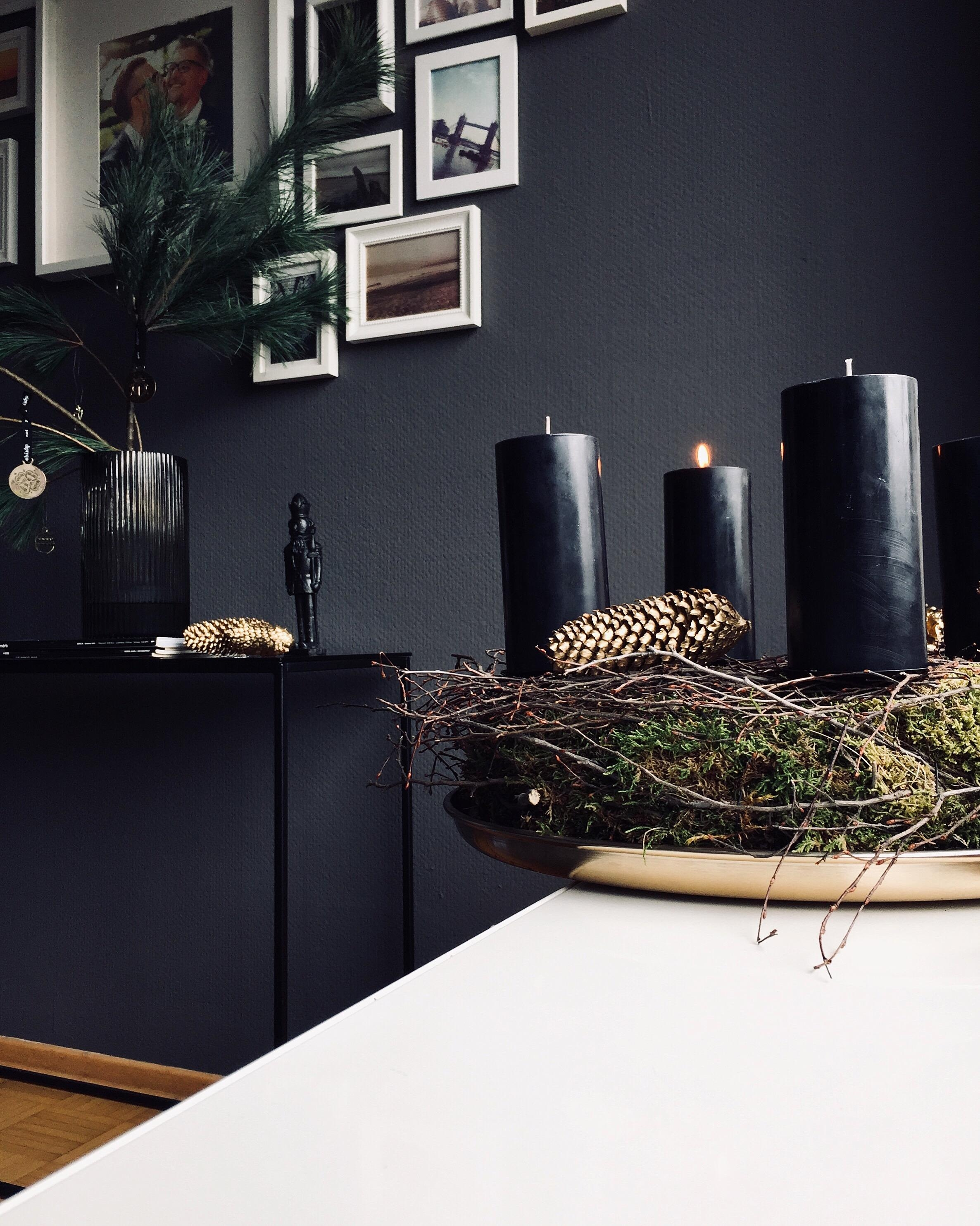 #adventskranz#weekend#diykranz#wall#xmas#livingroom#weekend#sxhwarzgold#weihnachten2019