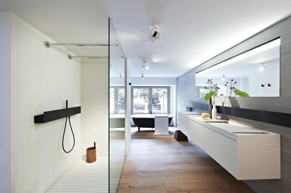 Agape Berlin #badewanne #dusche #spiegel #puristisch #kommode #wandspiegel  #minimalistisch