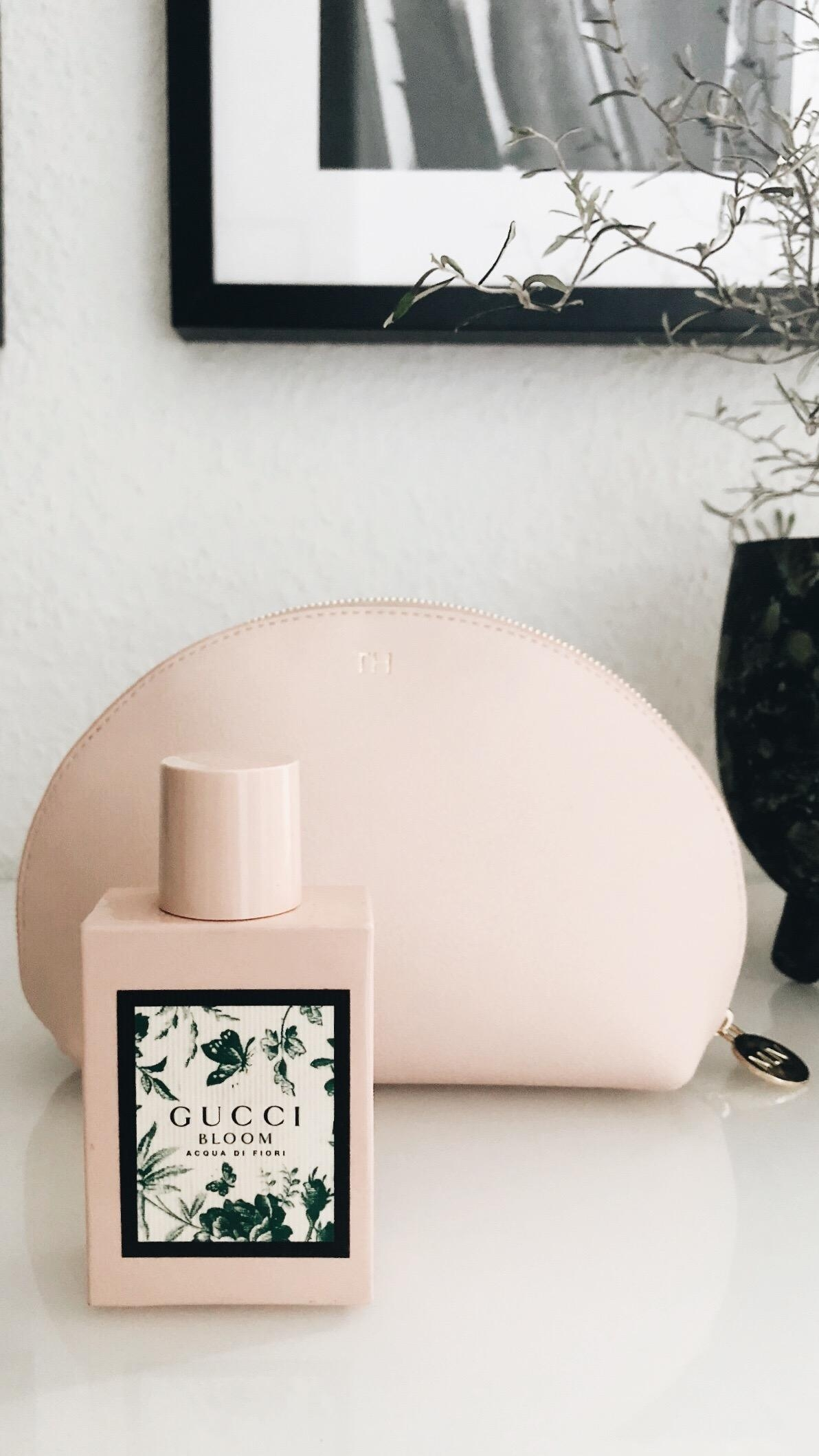 Aktuell mein #liebling #parfum #couchstyle #rose #essentials #guccibloom #majavia #cosmetics #beauty #inlove