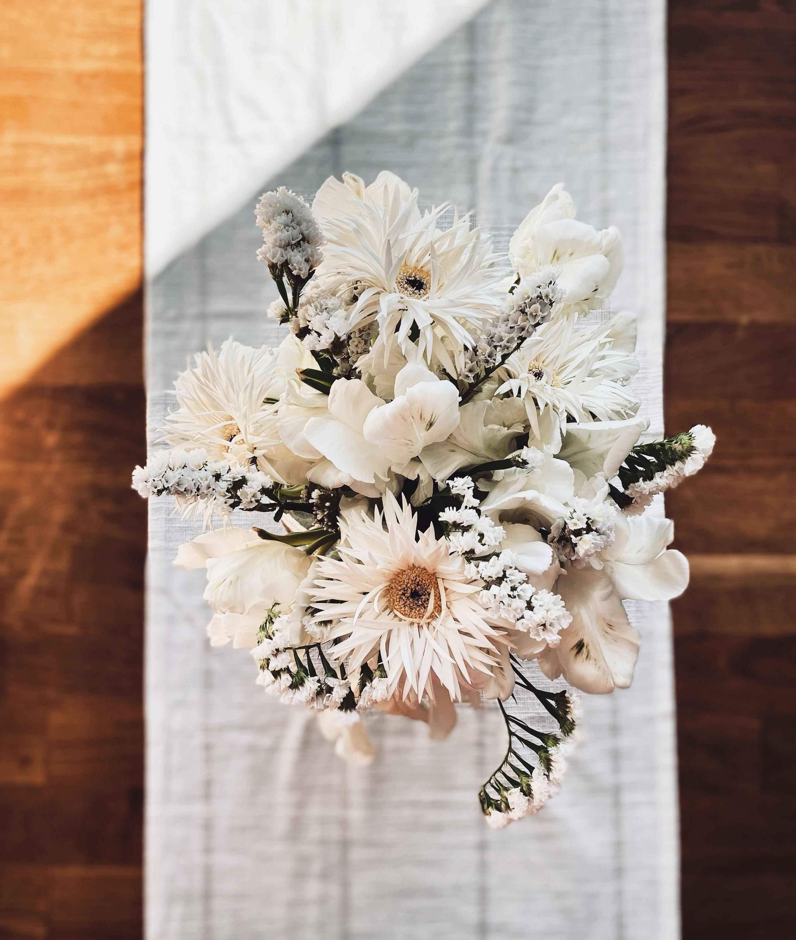 All about white flowers 🤍 #blumenliebe #boho #couchstyle