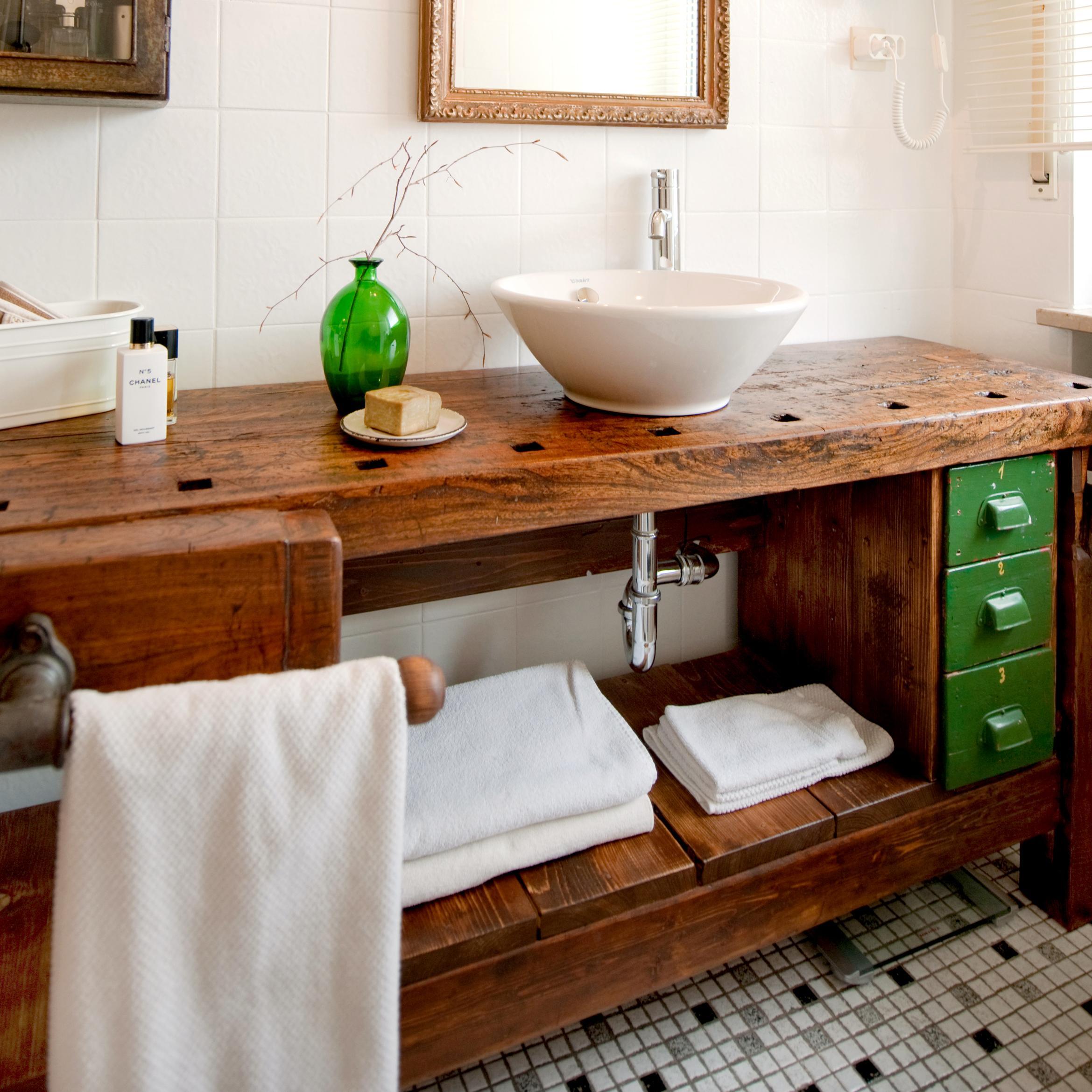 Alte Hobelbank als Waschtisch badezimmer waschtisc...