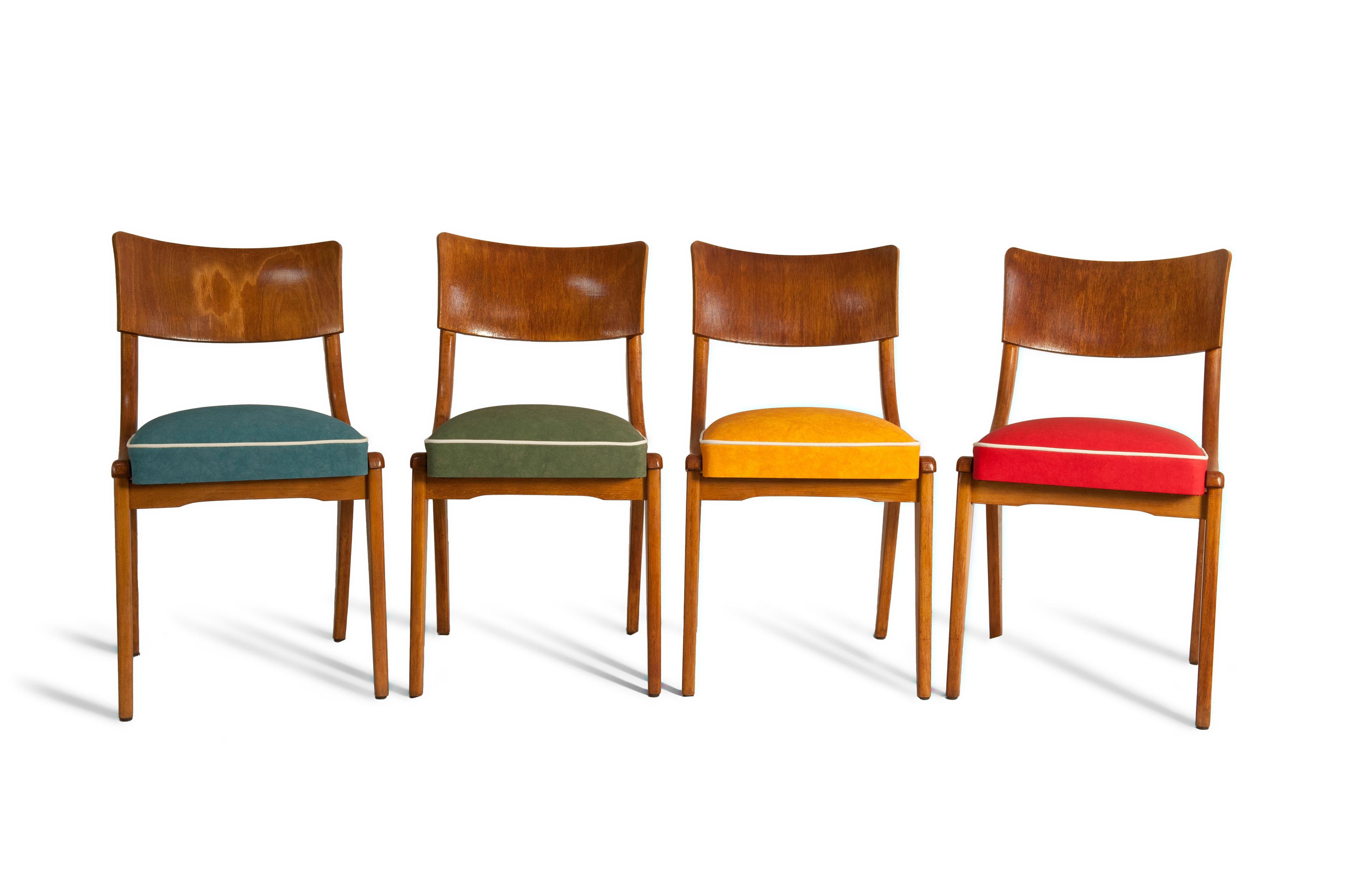 Alte Stühle wurden modern und einzigartig erneuert u...