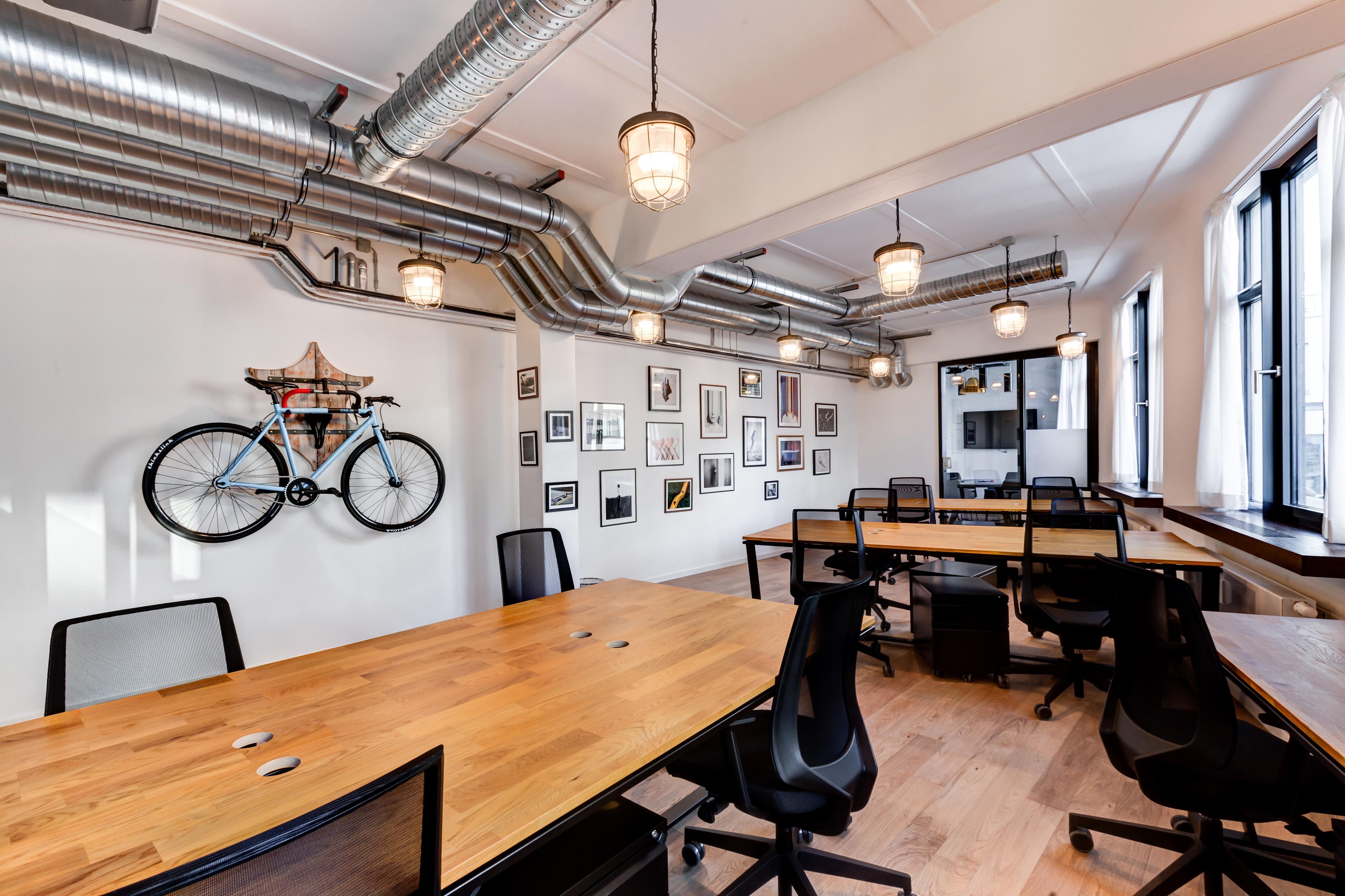 Arbeitsplätze Im Industriedesign #bürostuhl #pendelleuchte #industriedesign  ©MINDSPACE