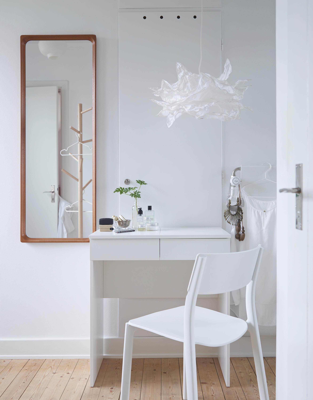 Arbeitsplatz in Weiß stuhl schreibtisch spiegel ...