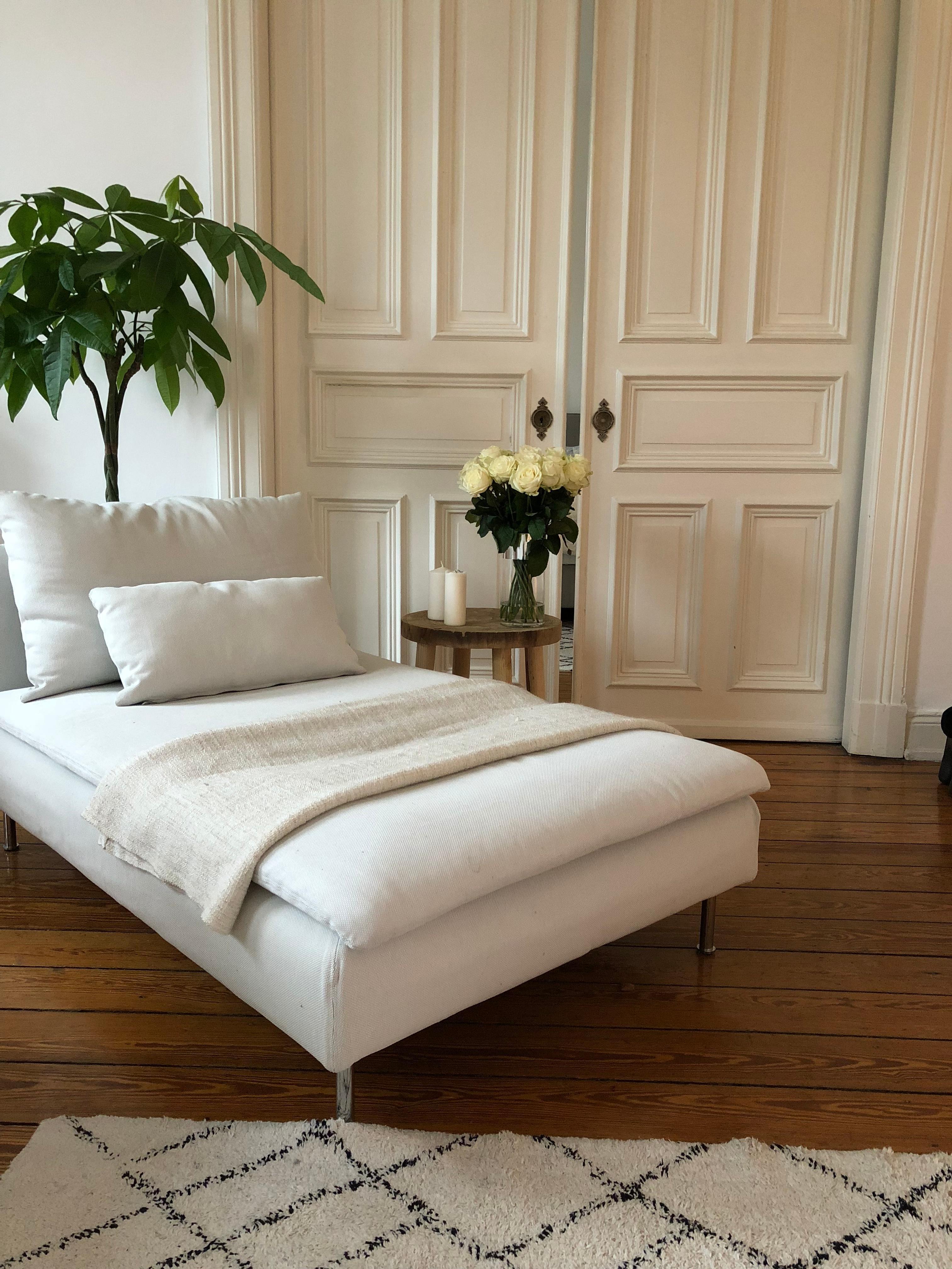 Auf Ins Office Auch Wenn Das Daybed Laut Nach Mir Ruft Home Altbau Moebel  Interior Wohnzimmer