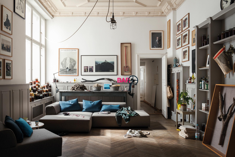 Amazing Deko Als Blickfang Wandregal Stilmix Sofa Braunessofa Rolf With  Wohnzimmer Mit Brauner Couch