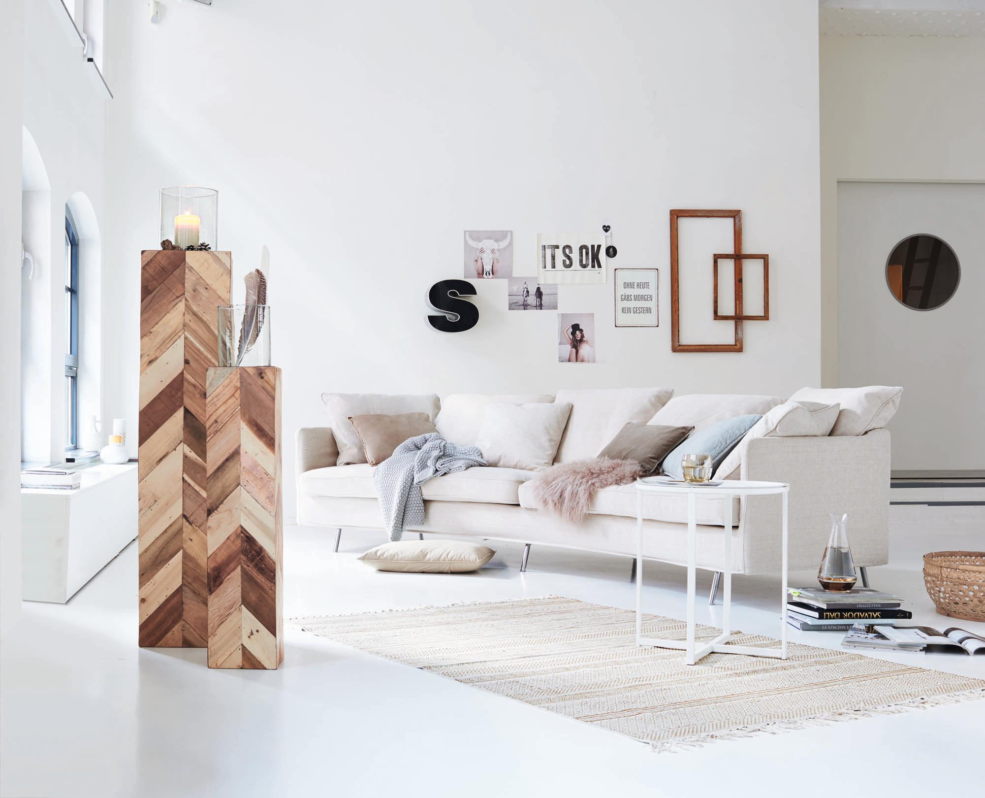 Schön Außergewöhnliche Wandgestaltung #beistelltisch #teppich #wohnzimmer  #bilderrahmen #wandgestaltung #tagesdecke #zimmergestaltung
