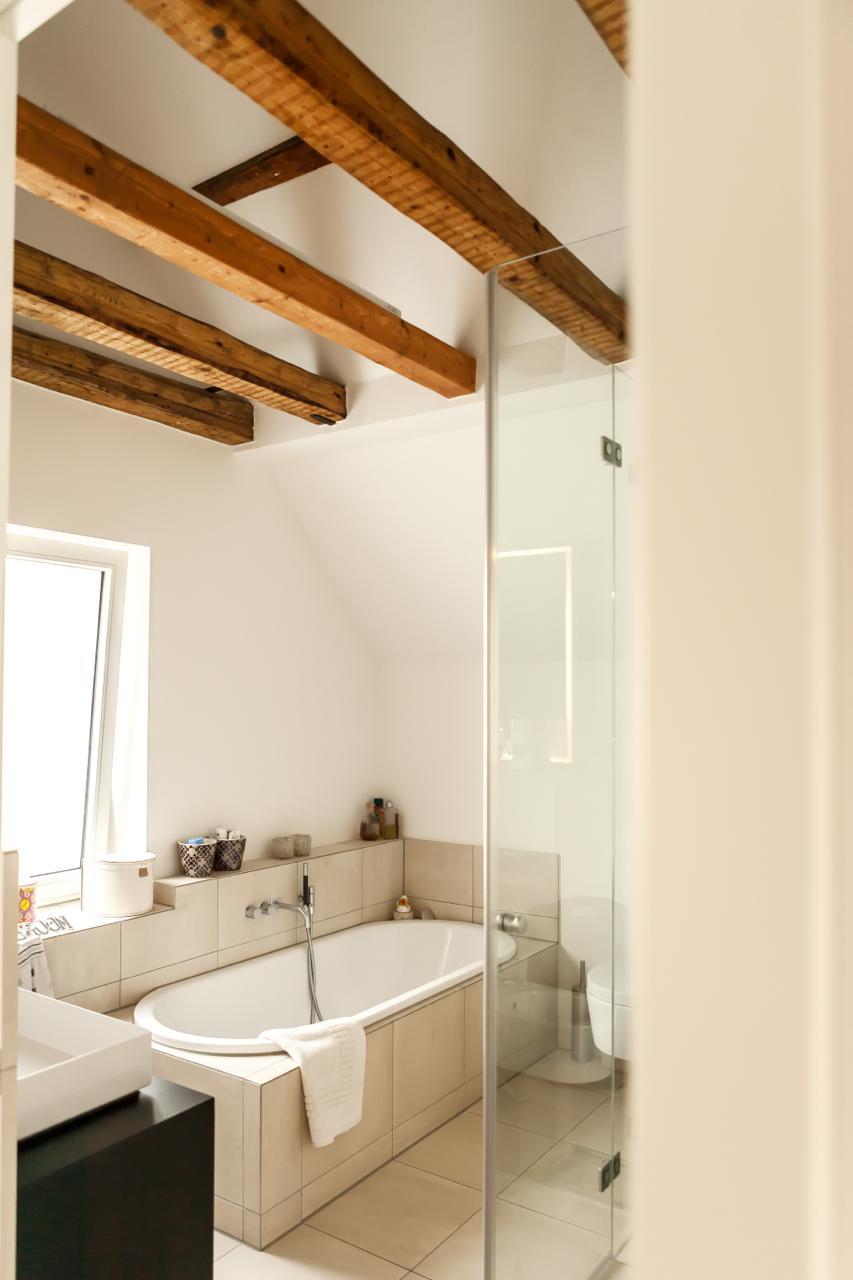 Bad mit schönen alten balken bad badezimmer balken rustikal monika buglowski