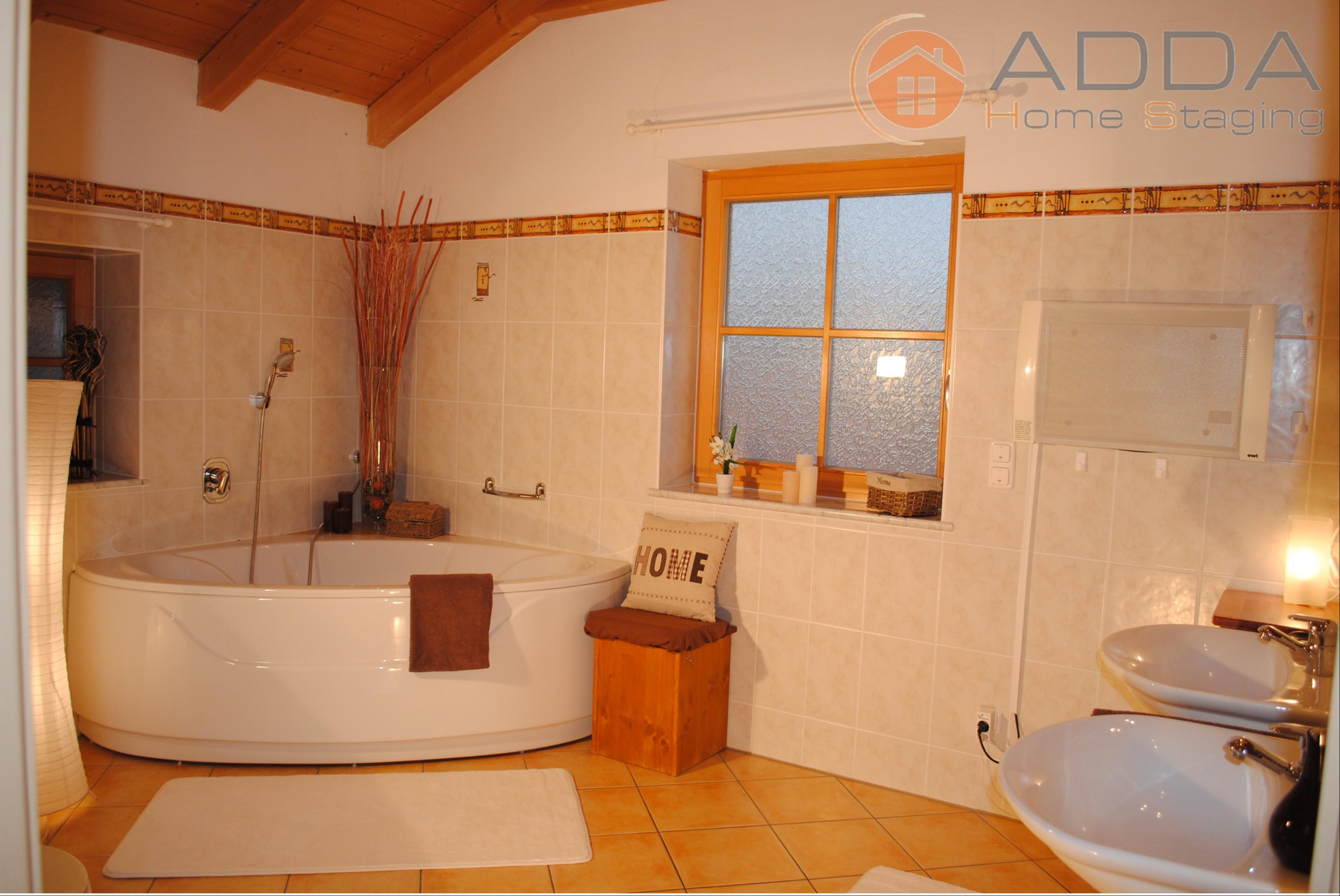 Bad nach dem Home Staging #landhausstil #eckbadewanne ©ADDA Home Staging