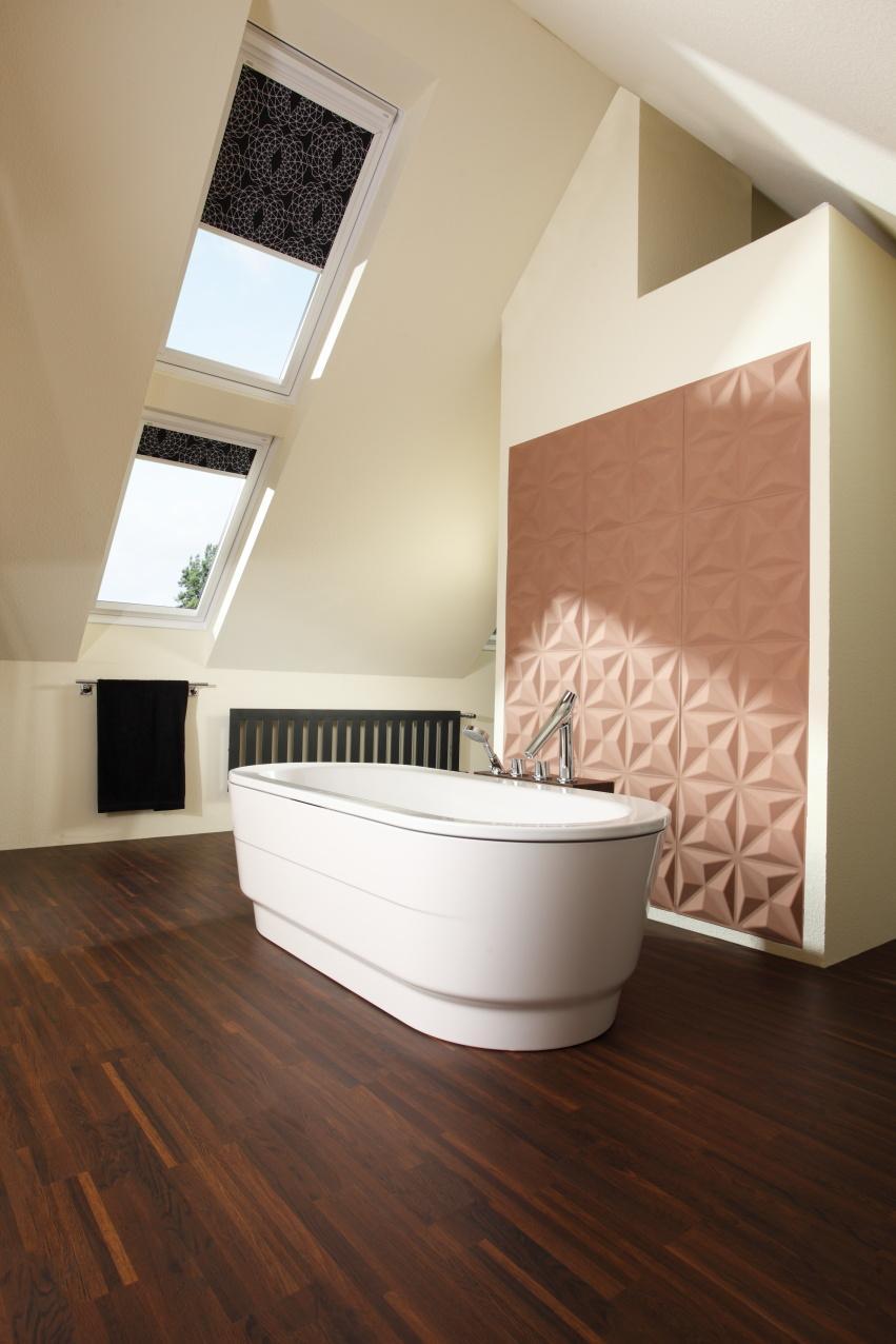 Bad Unter Dem Dach #dachschräge #badezimmer #wanddeko #dachschrägenfenster  ©PROJECT FLOORS GmbH