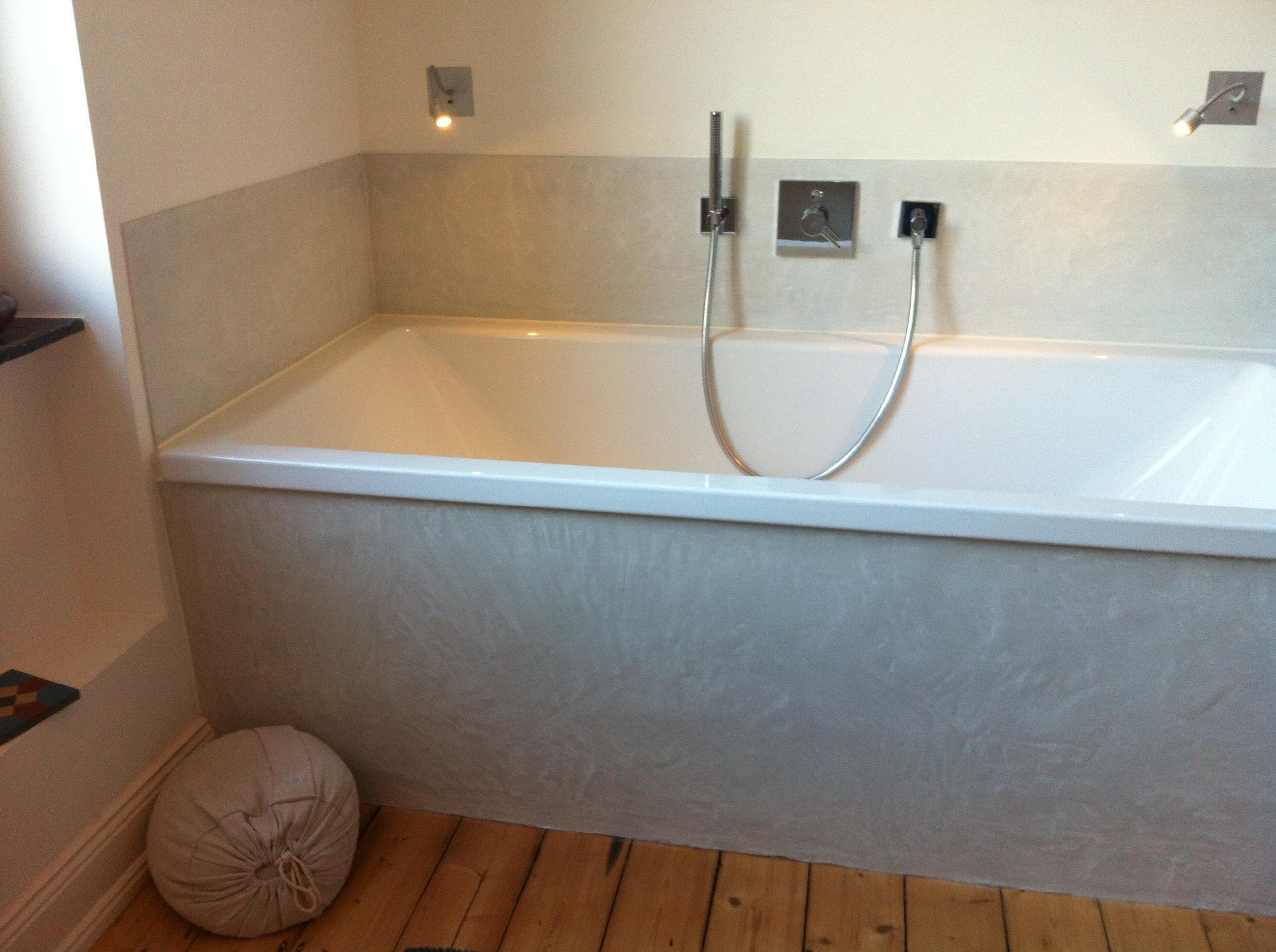 Badewanne Verkleidet Mit Zementputz #fugenlosesbad ©Ursula Kohlmann