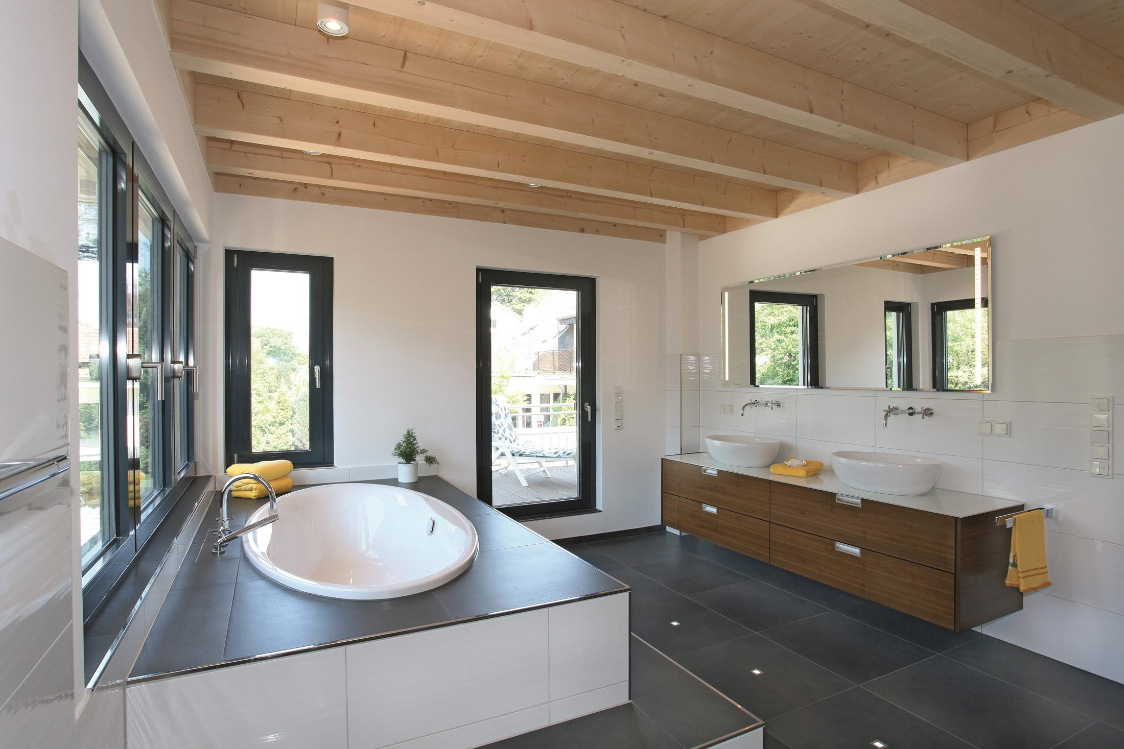Eingebaute badewanne bilder ideen couchstyle - Holzdecke ideen ...