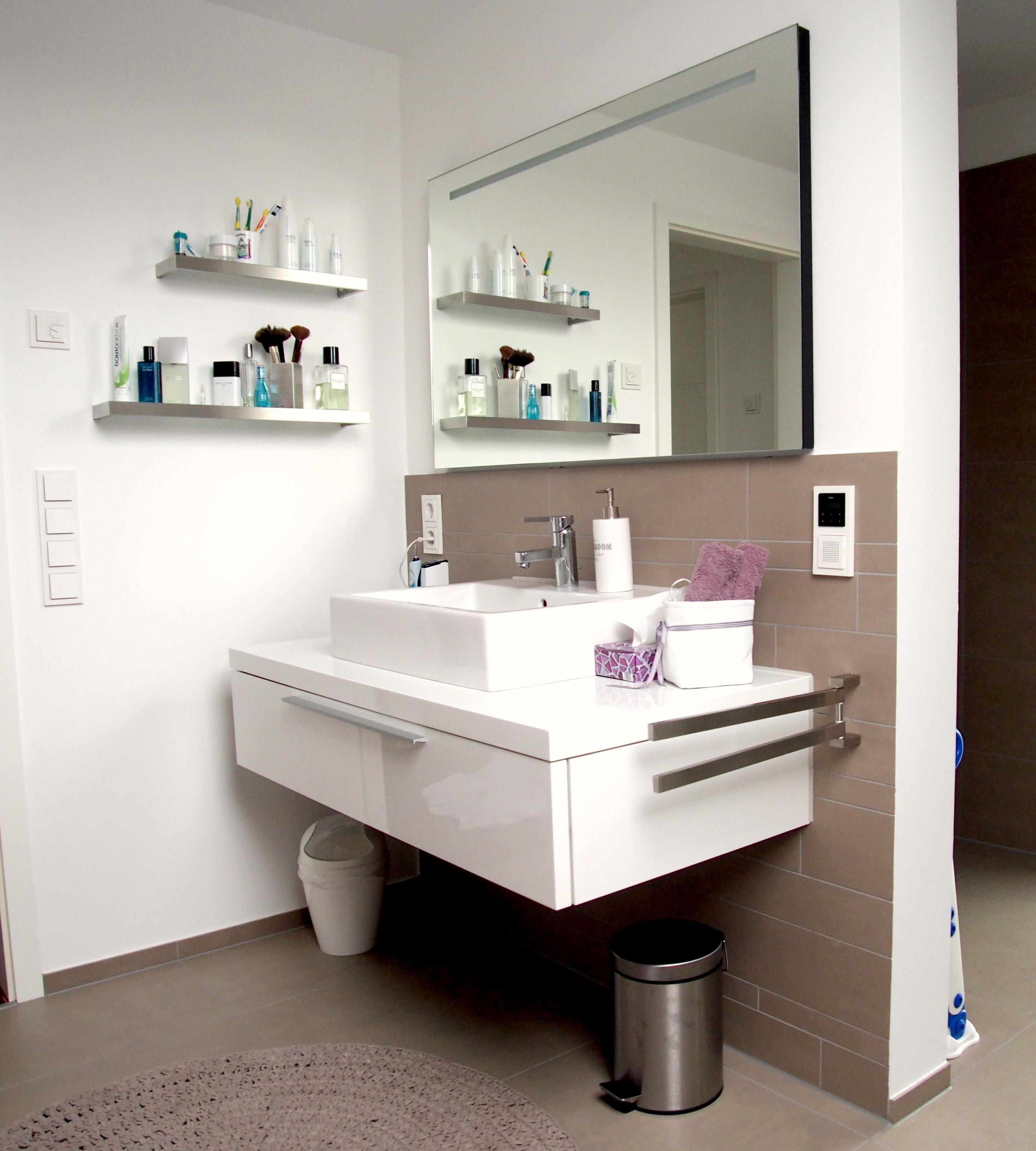 Badezimmer 2 In Stadecken #badezimmer #badezimmerspiegel #waschbecken  #waschbeckenschrank #modernesbadezimmer #badidee