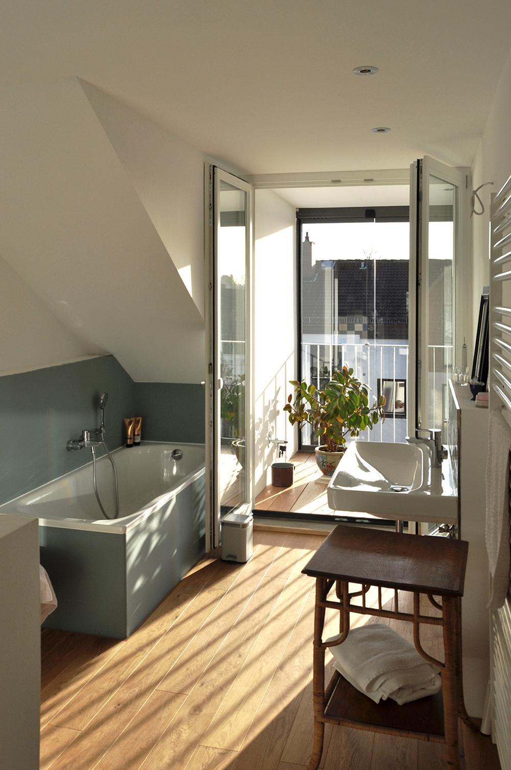 Badezimmer An Der Dachgaube Bad Badezimmer Ronald Kirsch With Badezimmer  Farbkonzept