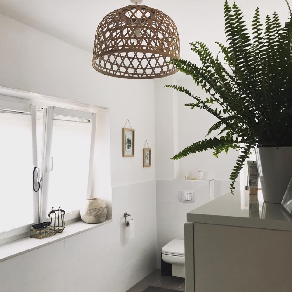 badezimmer #bohohome #farn #pflanze #korb #weiß • C...