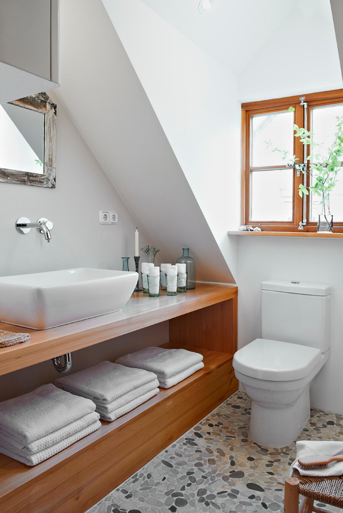 Badezimmer Im Landhausstil #aufbewahrung ©Michael Pfeiffe Fotografie