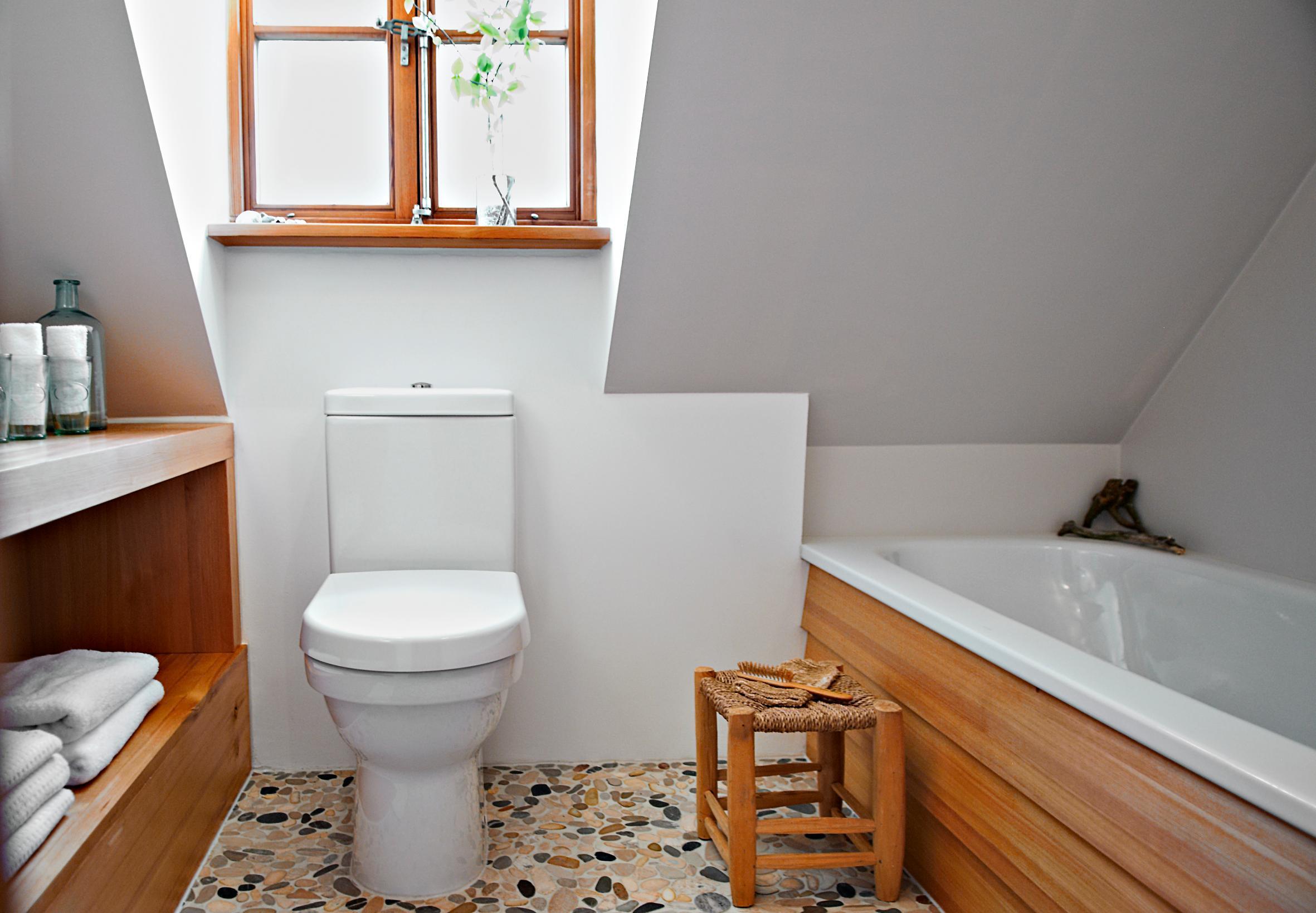 Badezimmer Im Landhausstil #modernesbadezimmer #badezimmergestalten  ©Michael Pfeiffe Fotografie