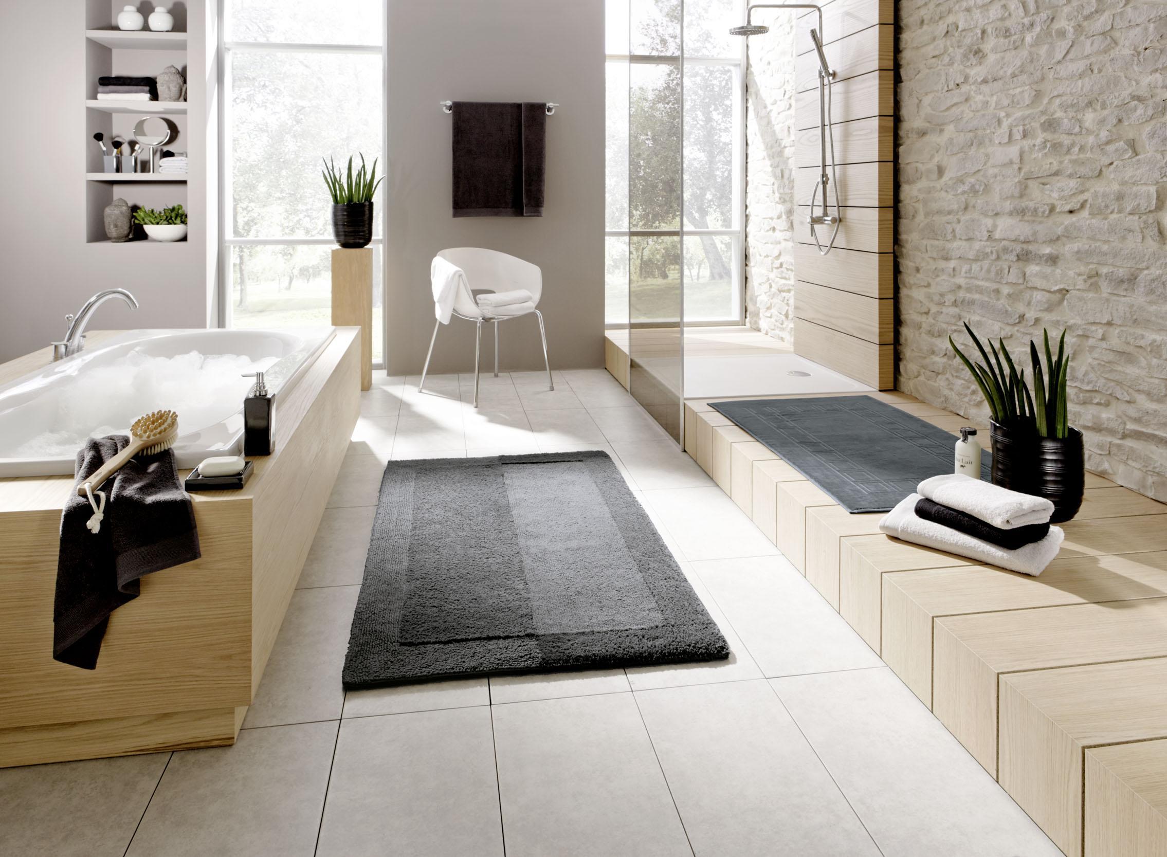Großartig Badezimmer In Naturfarben Kombiniert Mit Grauen Accessoires #badezimmer  #badeinrichtung #holzbadewanne ©Kleine Wolke