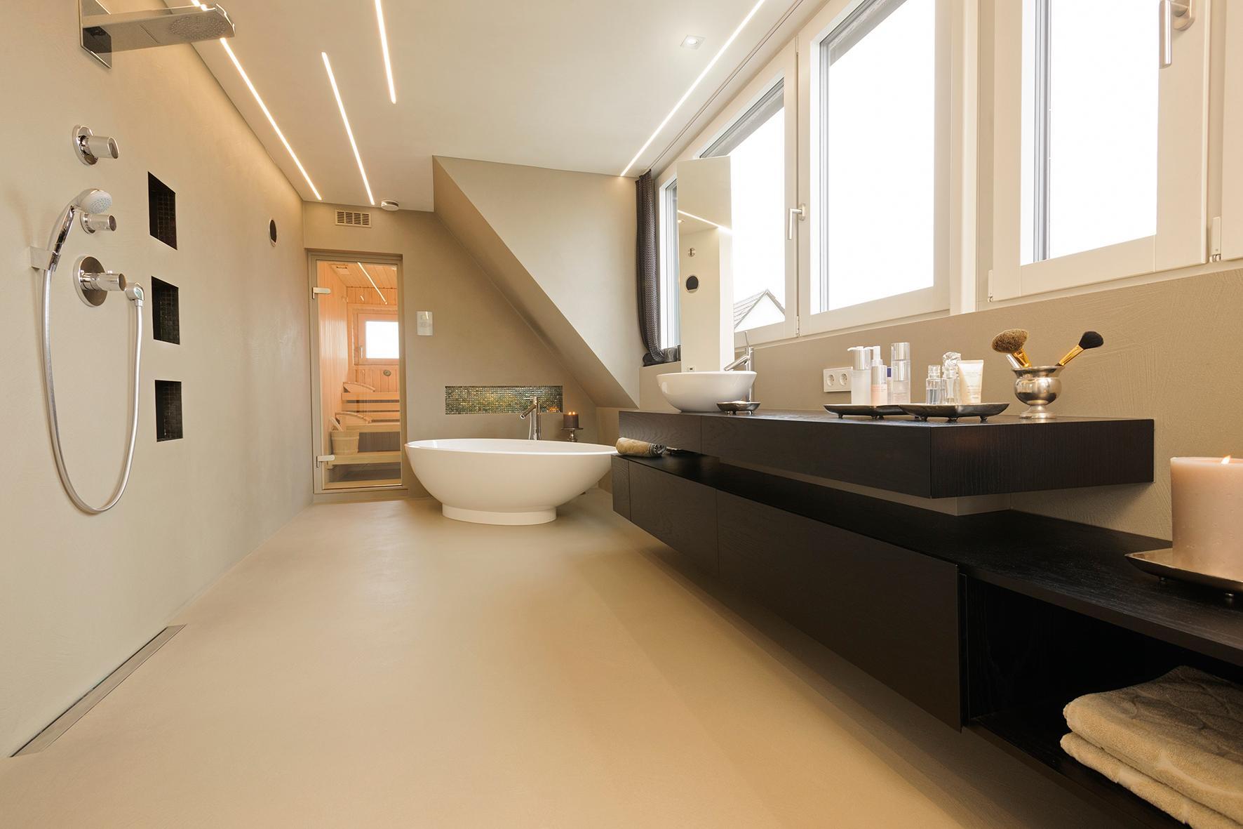 Badezimmer mit Sauna #badewanne #offenedusche #sauna...