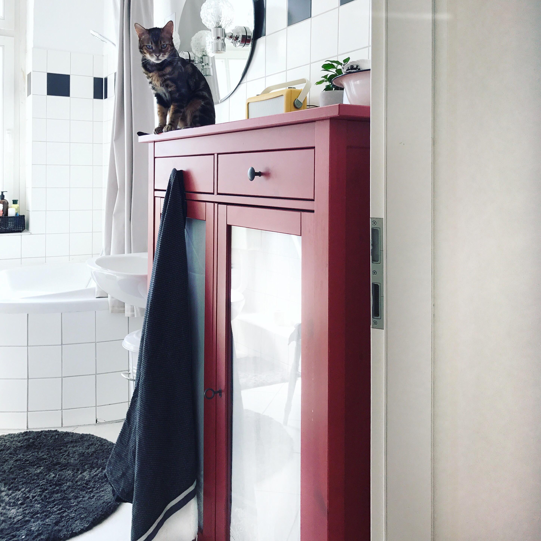Badezimmer mit unserem Hemnes Wäscheschrank. #ikea #...