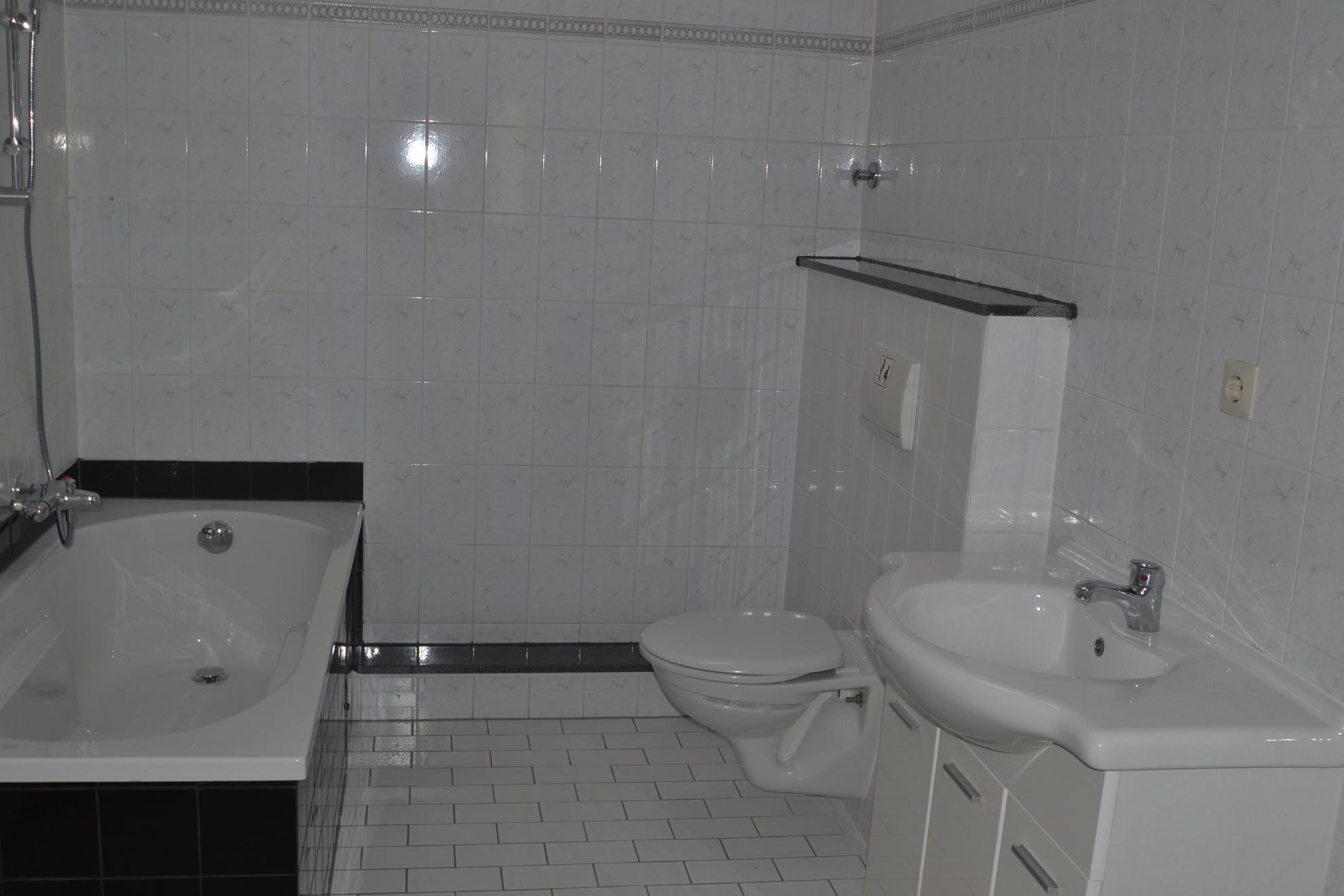 schwarze badewanne • bilder & ideen • couchstyle, Badezimmer ideen