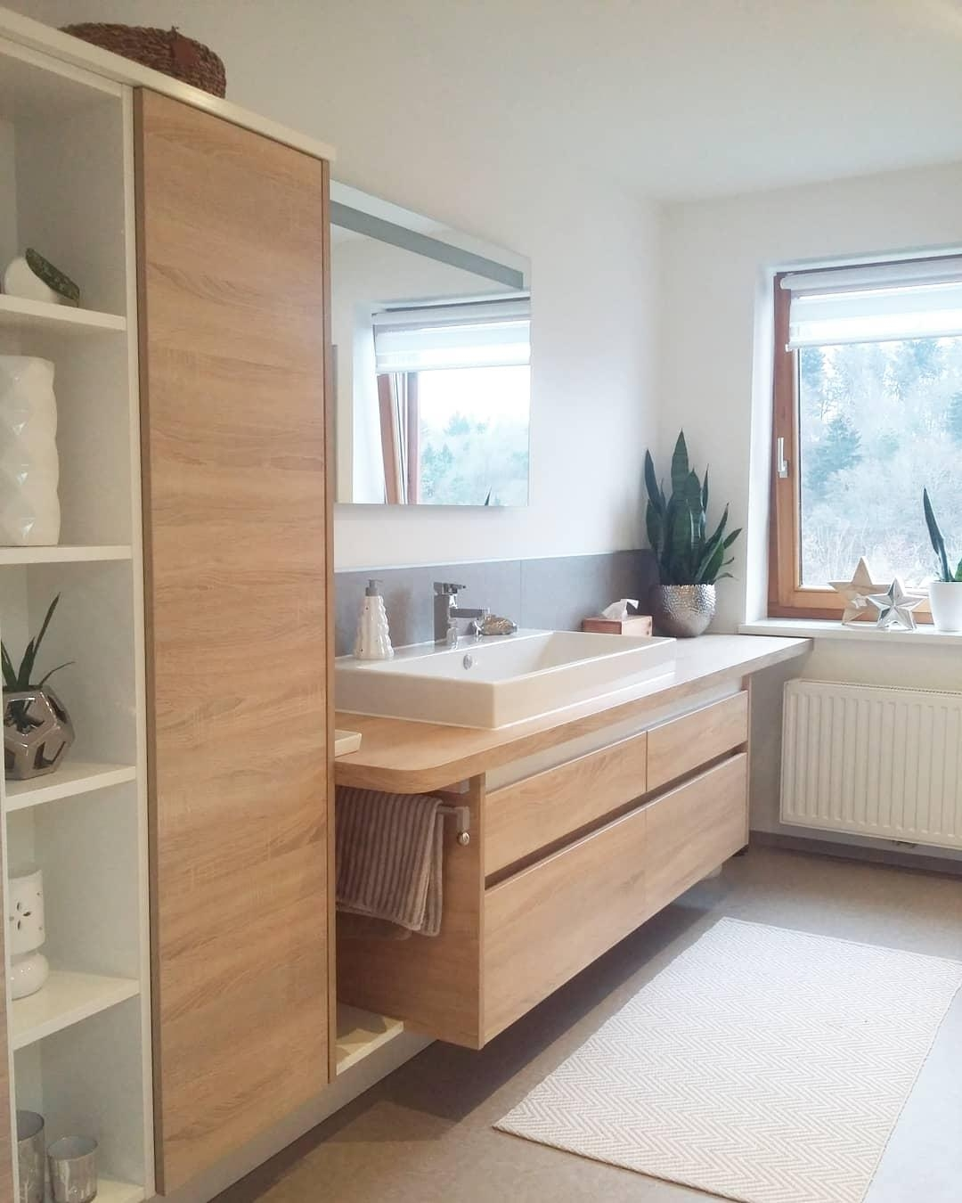 #badezimmer #waschtisch #holz #eiche #betonoptik #bathroominspo #bathroom #nordichome #whiteandwood #home #scandi