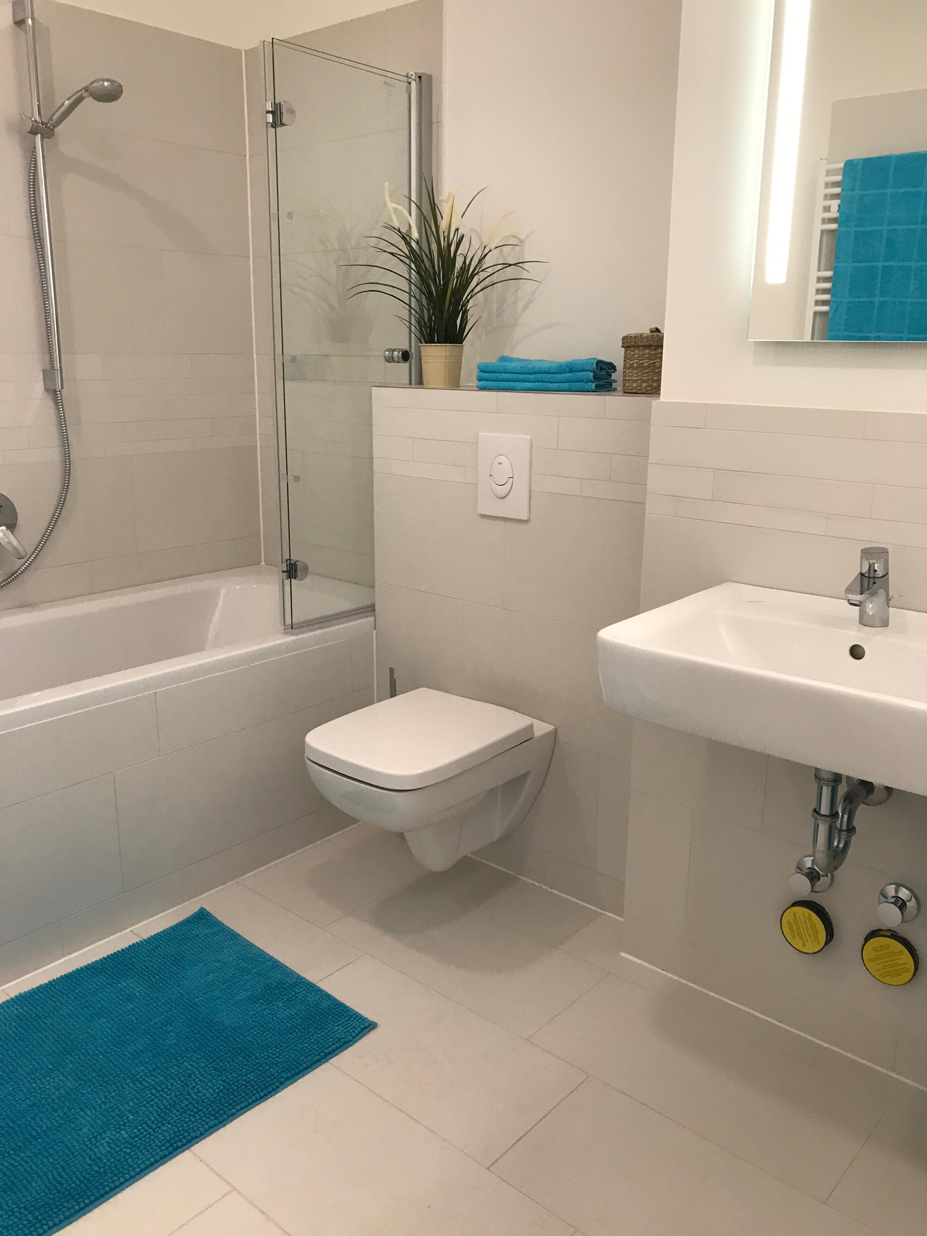 Badezimmer Weiß #badezimmer ©Miracle Room • COUCH
