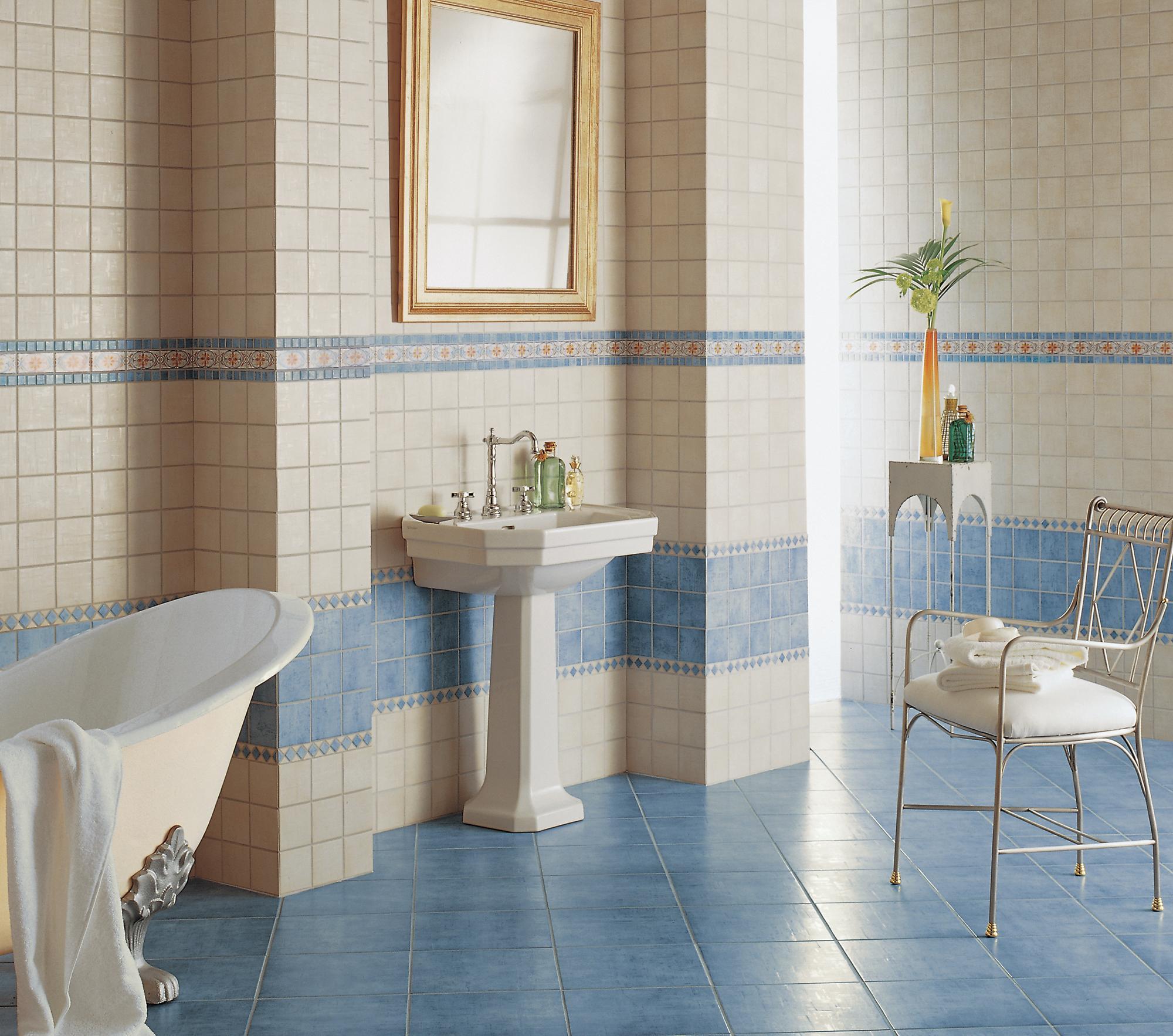 Badezimmerfliesen In Taubenblau #beistelltisch #fliesen #badewanne  #mediterran #waschbecken #freistehendebadewanne #