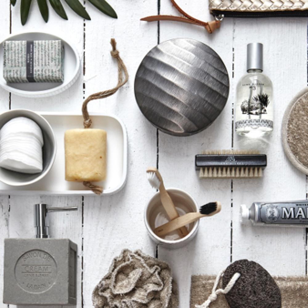 Skandinavisches design geschirr  Badezimmerideen #badezimmer #wohnzimmer #vase #kisse...