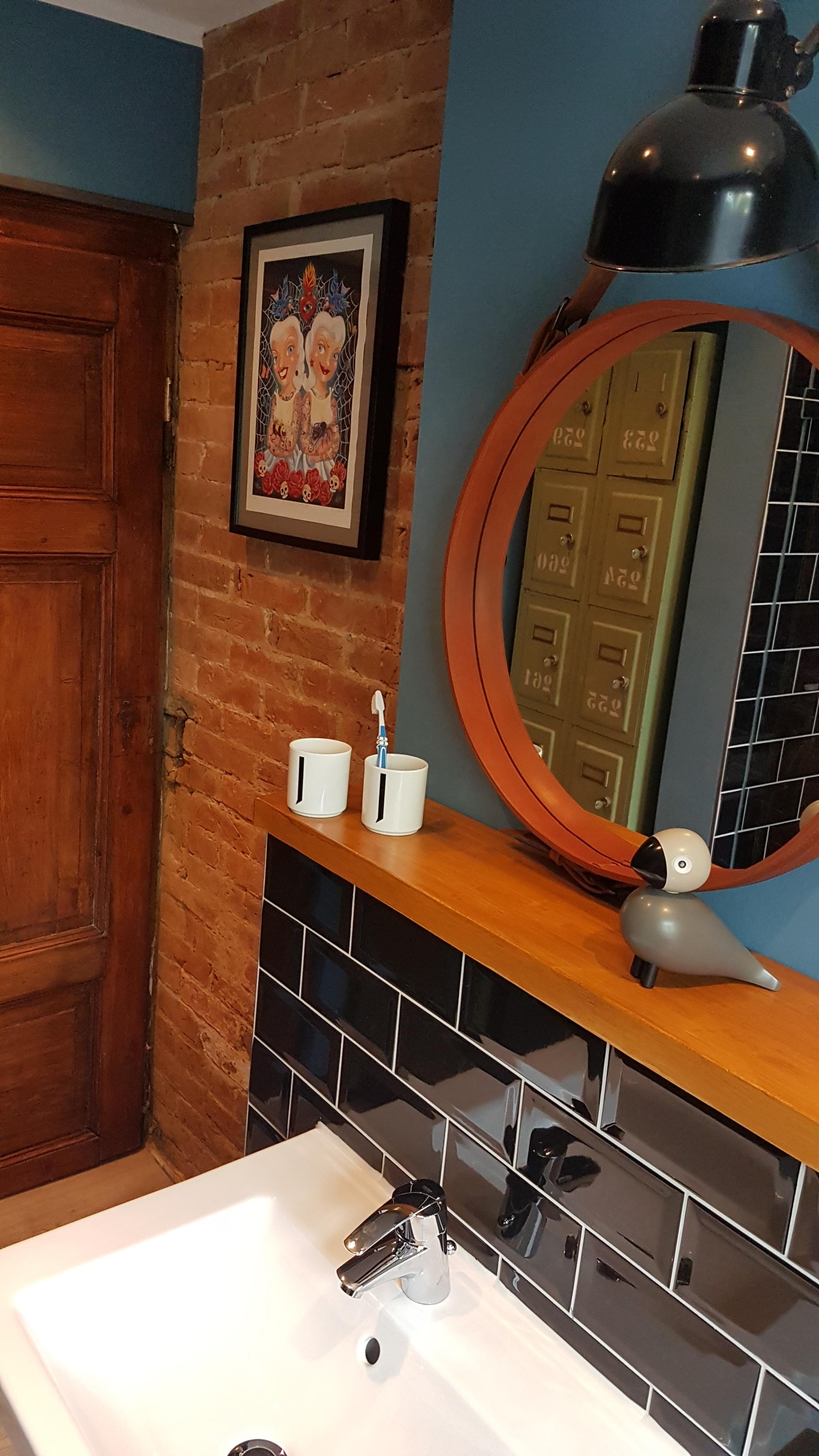 Badezimmer.....Steinwand und Metrofliesen... #vinta....