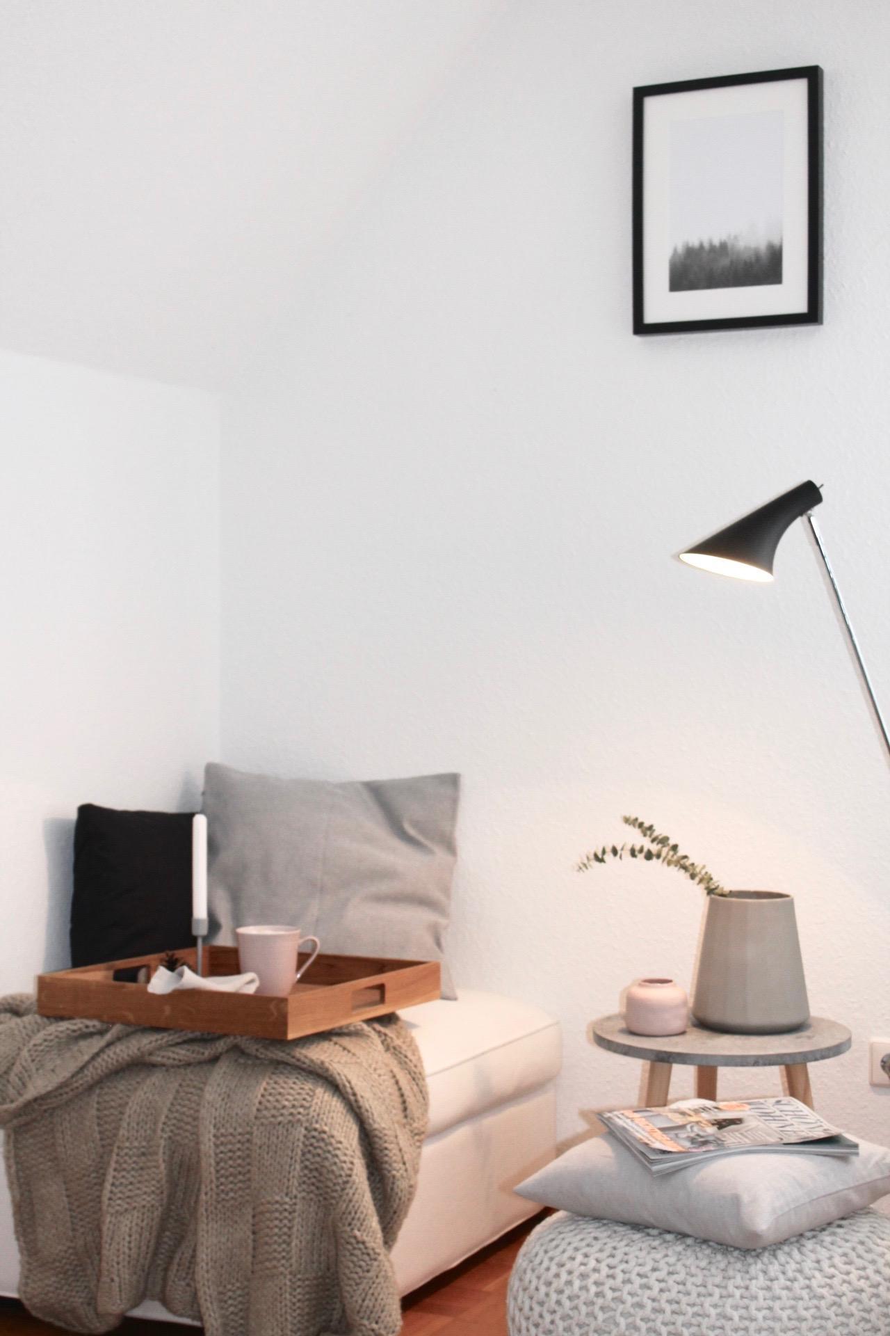 Bumchen Raus Sofa Rein Beistelltisch Wohnzimmer Vase Kissen Kerzenstnder Geschirr