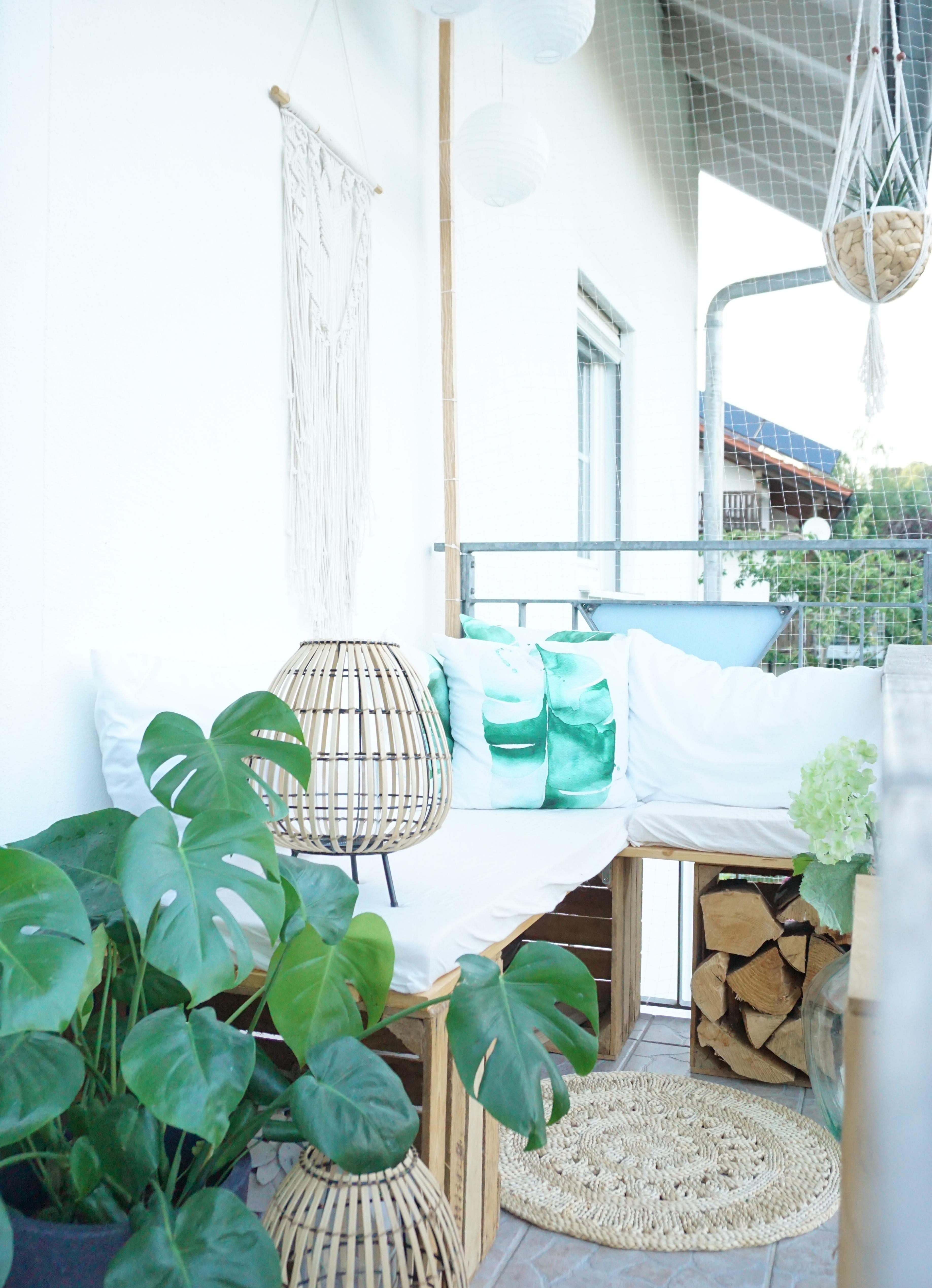 #balkon #liebe #balkonien #outdoor #hygge #windlicht #monstera