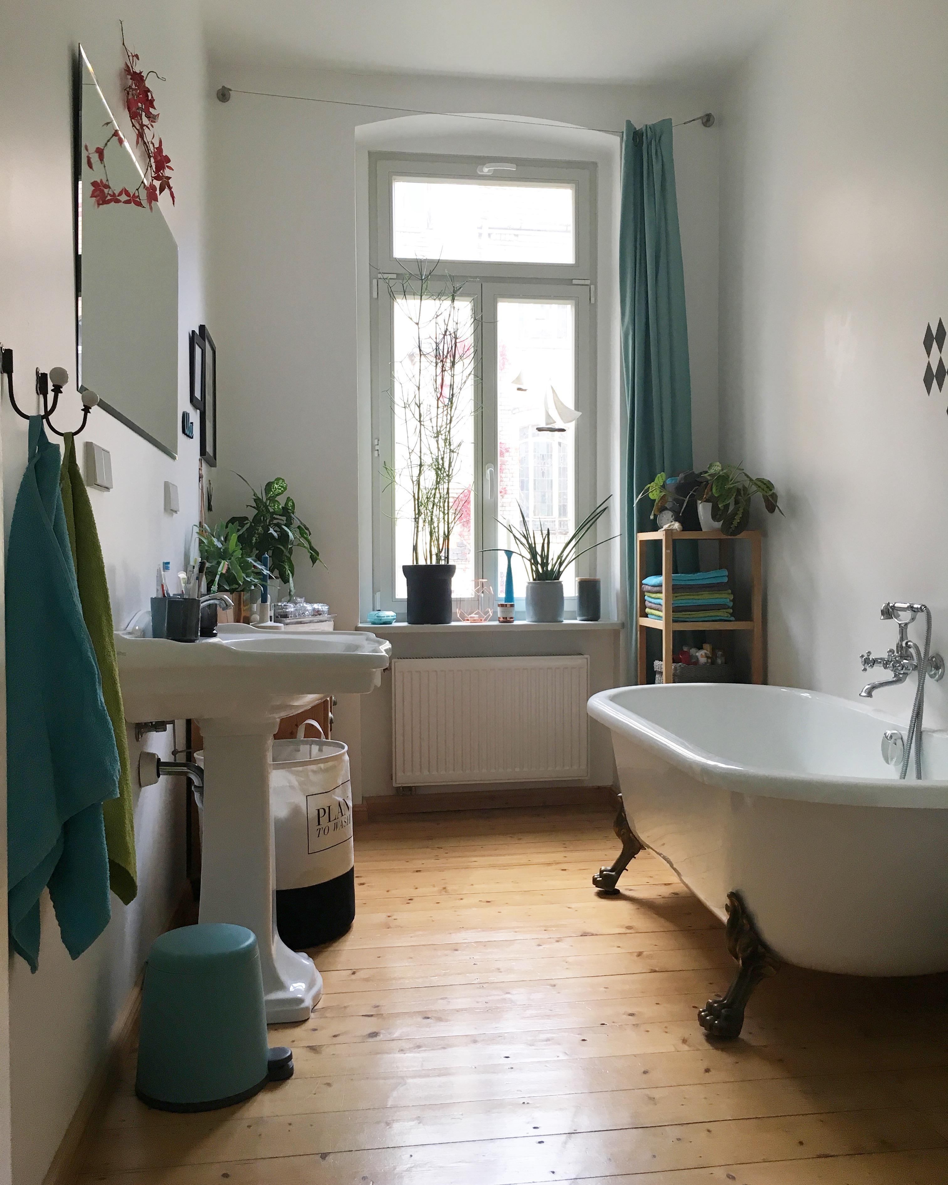 Bathroom... Im Oktober Mit Weinblättern über Dem Spiegel. 🍁🍁🍁 #