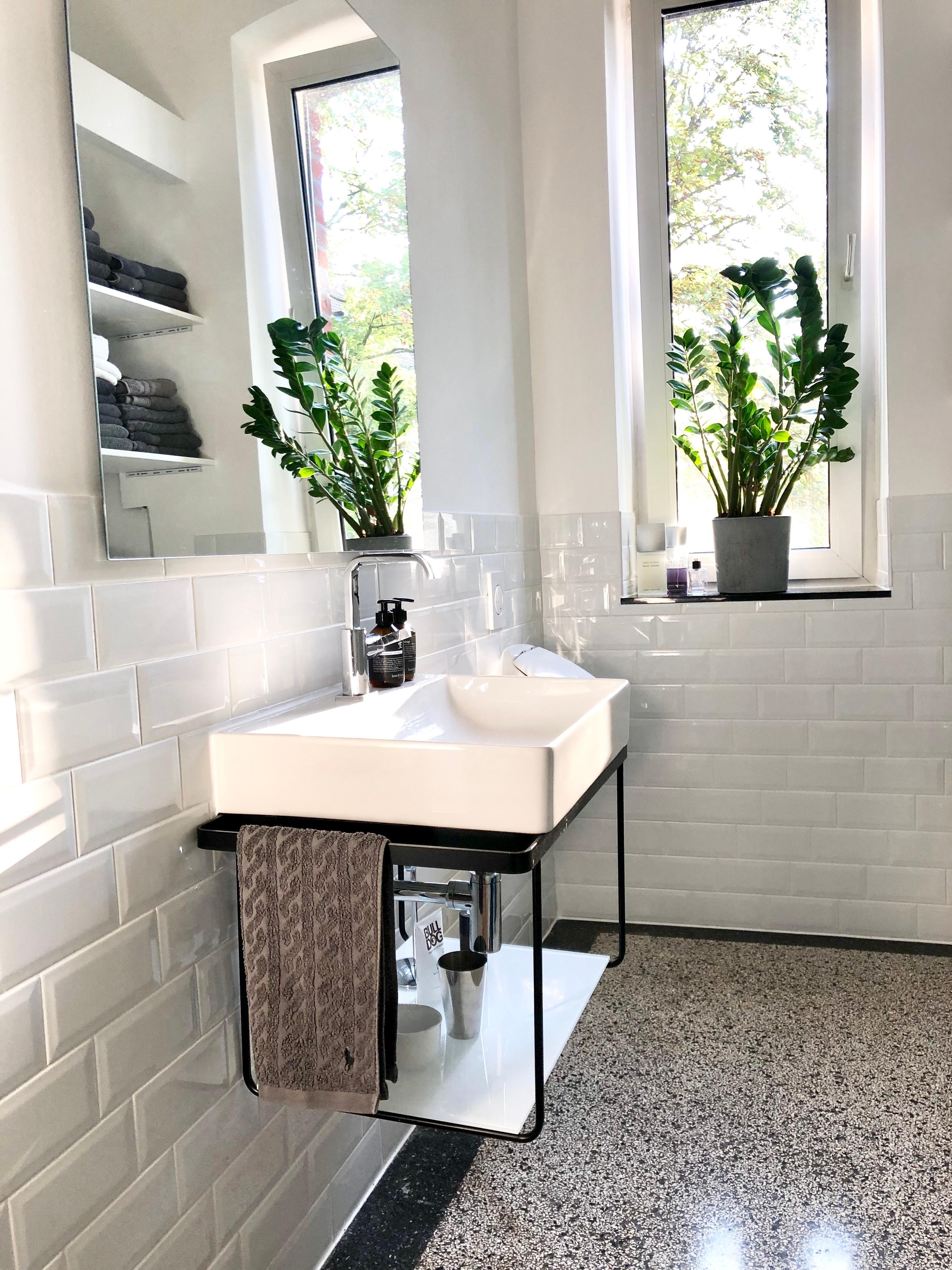 Bathroom Reality! ? ? #bathroom #badezimmer #altbau.