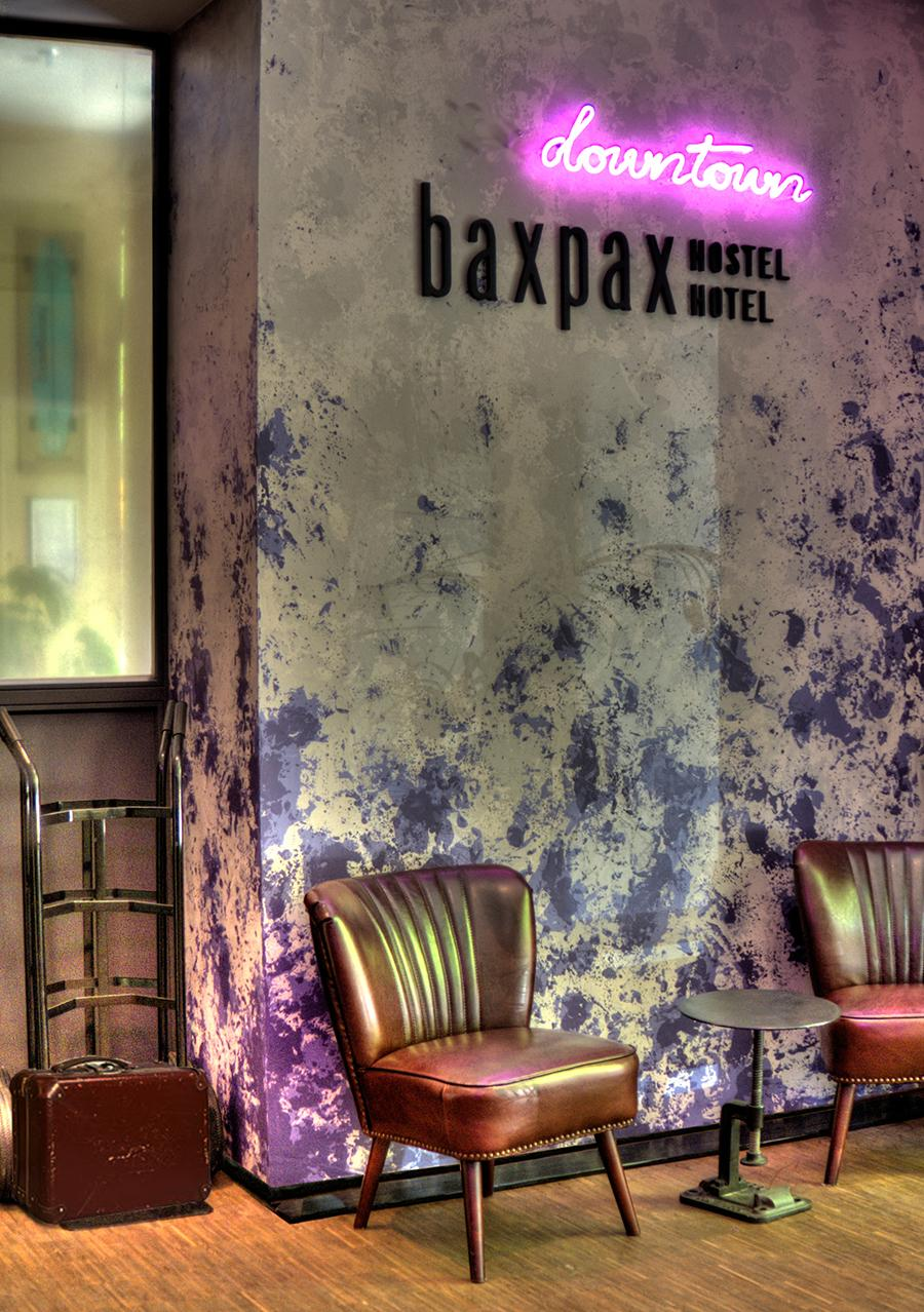 Baxpax Downtown Hostel Berlin Rezeption #retro #vintage ©Julia Kosina