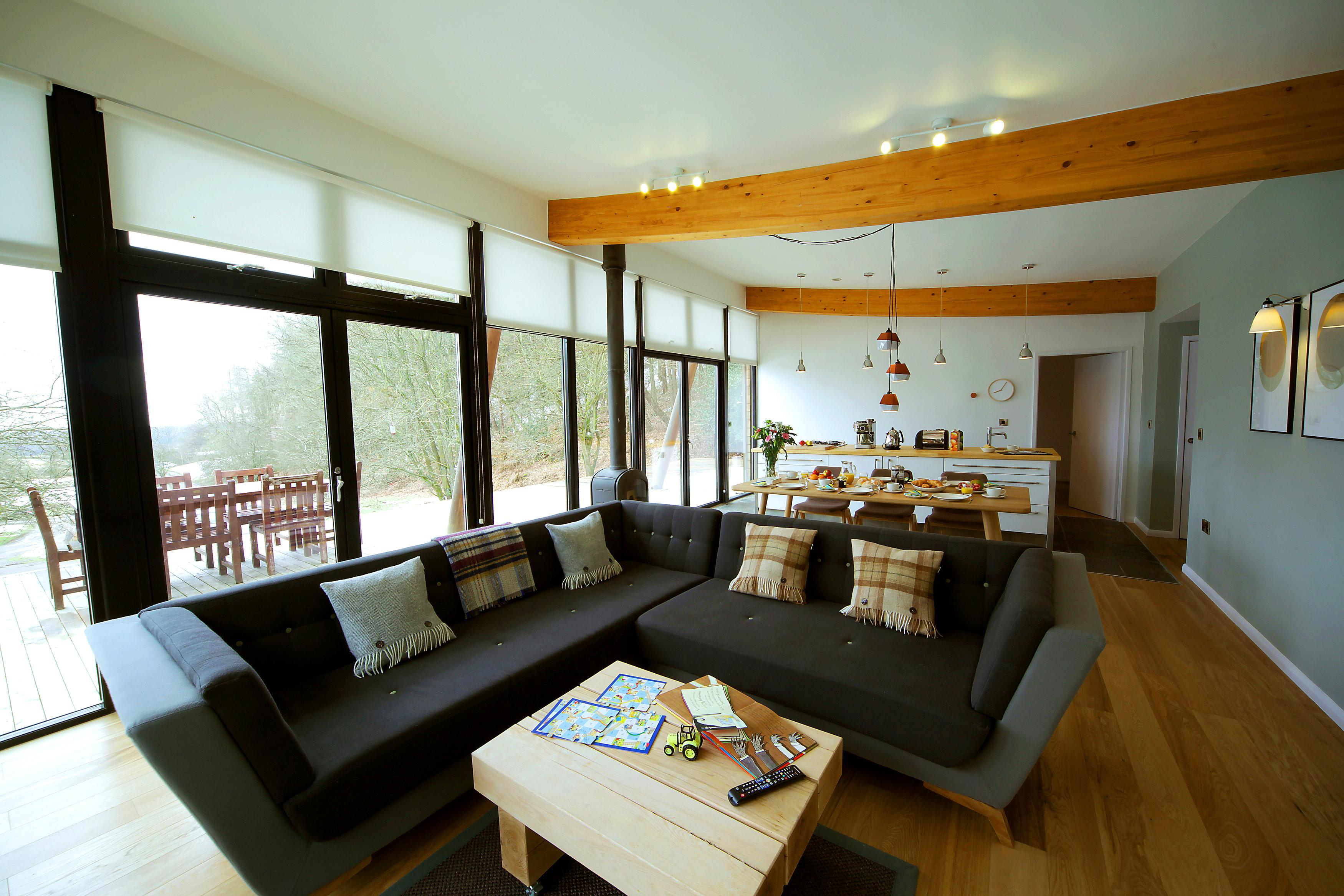 wohnzimmer beleuchtung so setzt du dein wohnzimmer in szene. Black Bedroom Furniture Sets. Home Design Ideas