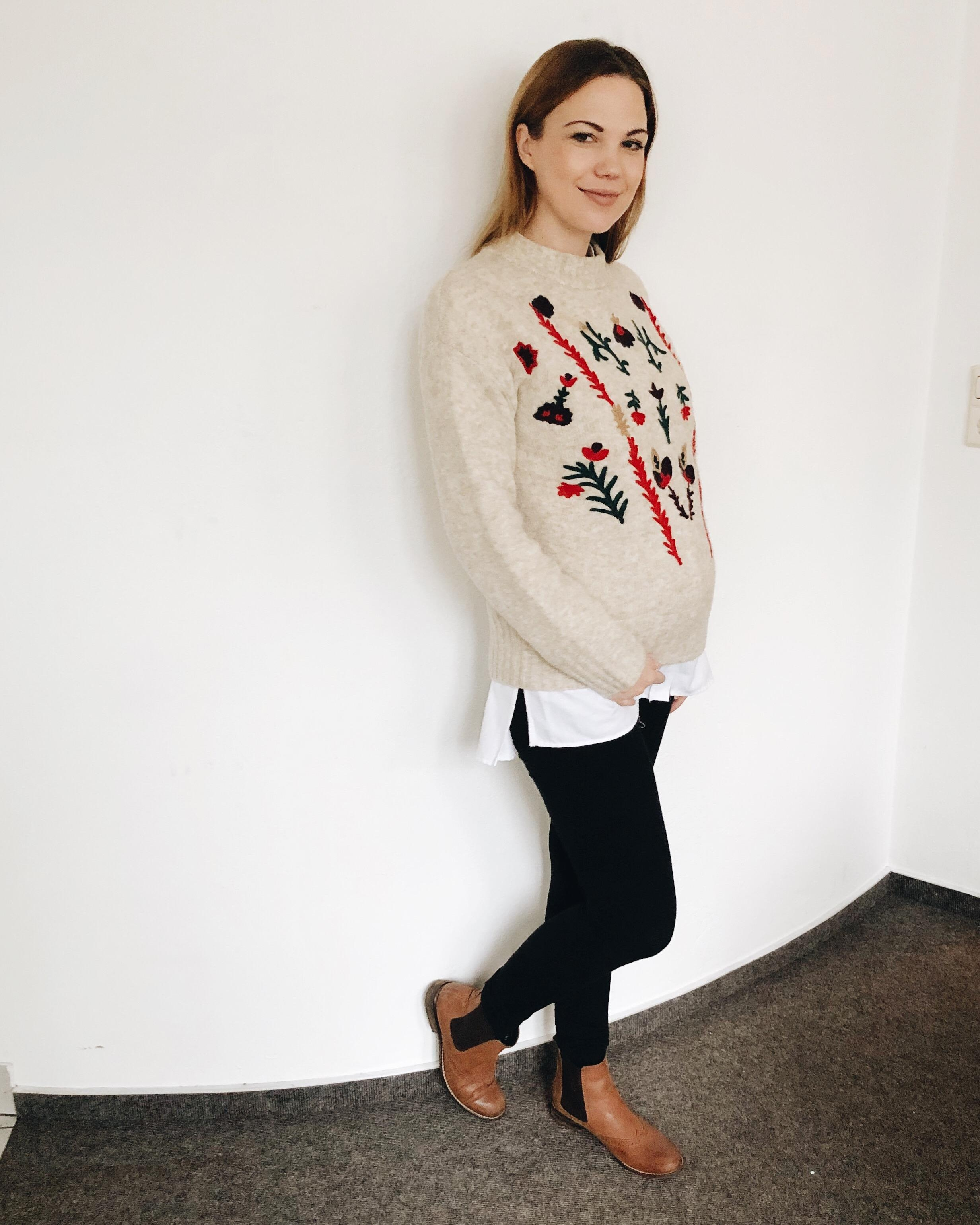 Belly getting bigger 🤰 #ootd #pregnantfashion #winterlook #layering