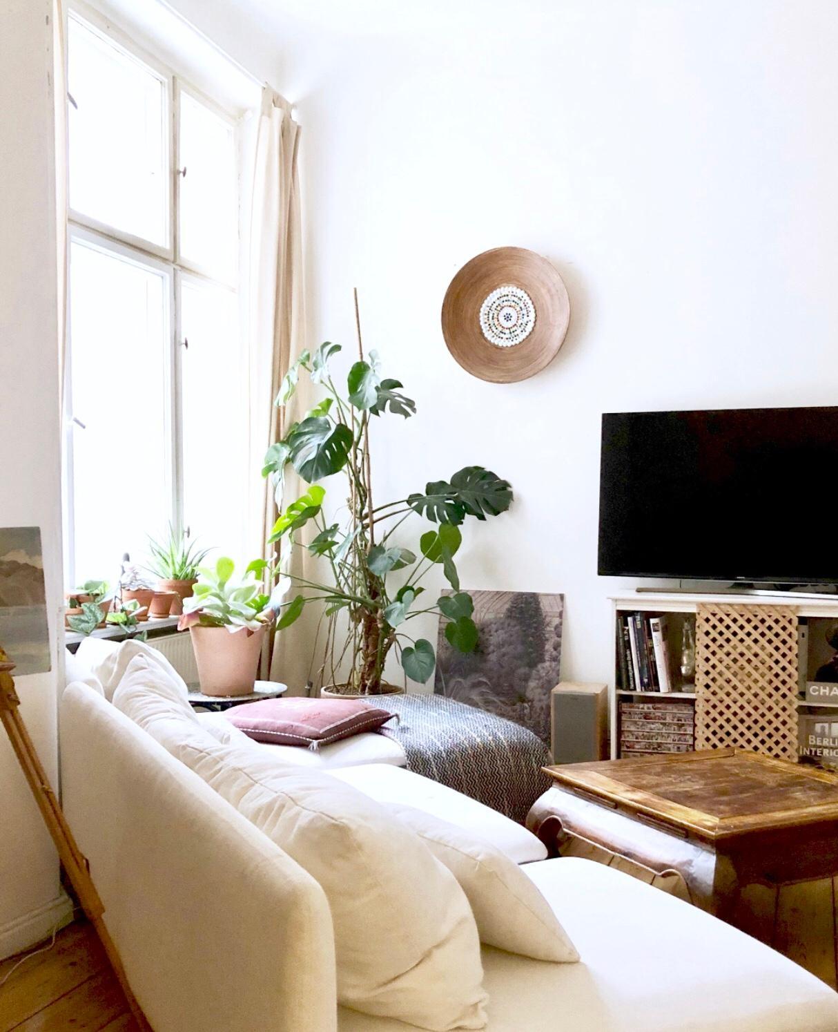 Berlin Altbau Wohnzimmer Couch Couchtisch Sofa
