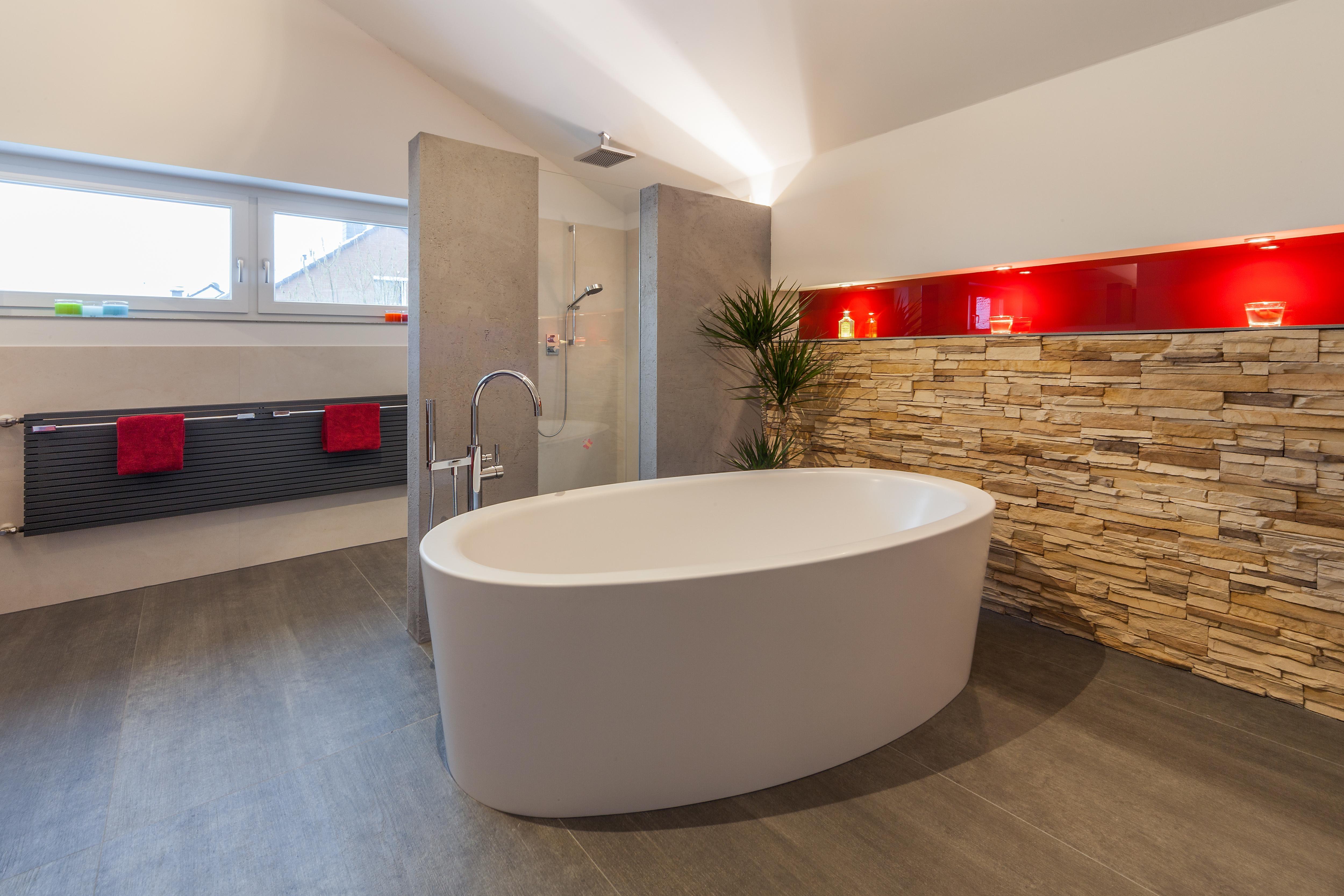 Fesselnd #bestebadstudios #badezimmer #bad #badewanne #dusche #badezimmerschräge # Dachschräge #badrenovierung
