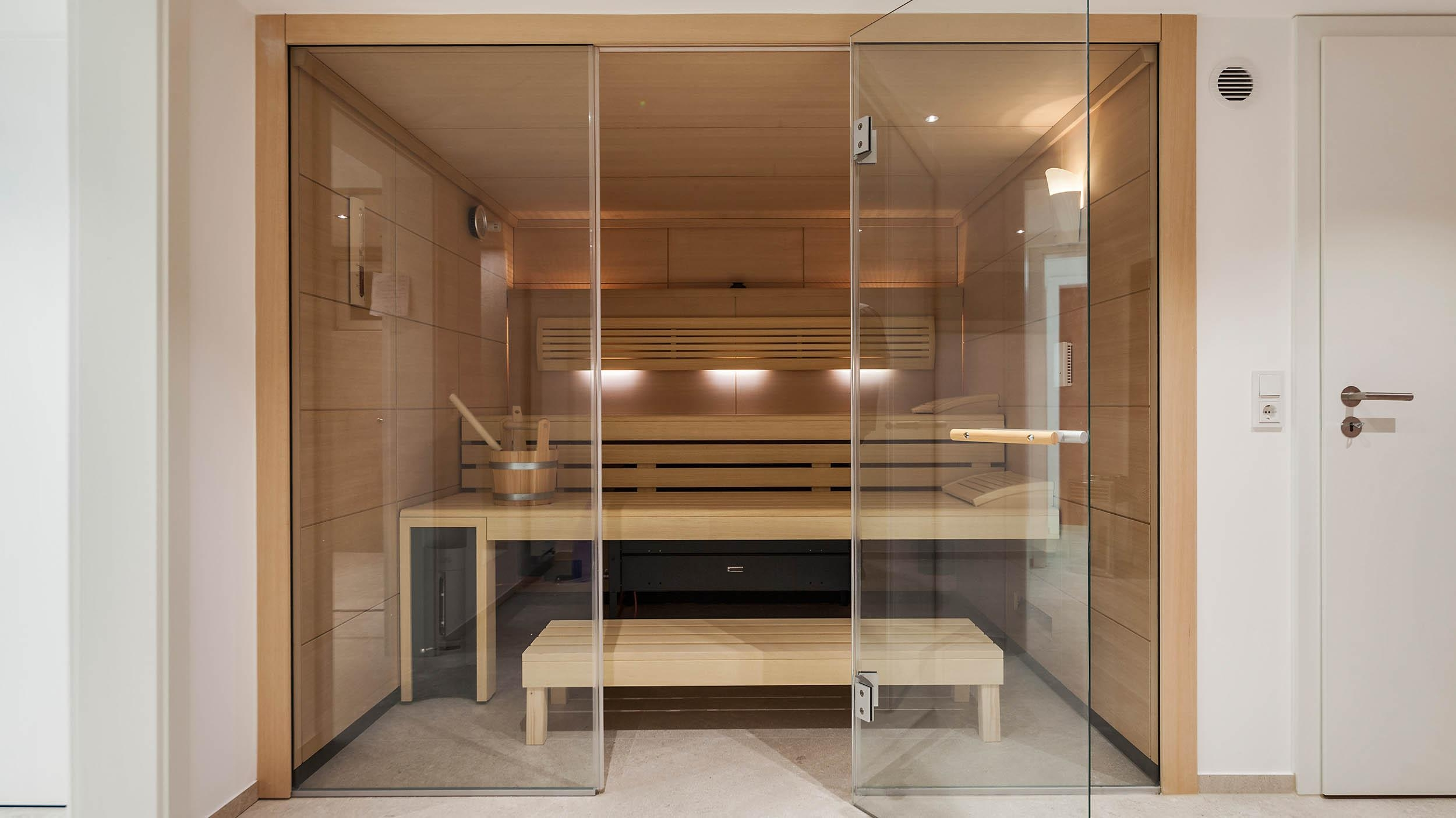 #bestebadstudios #badezimmer #bad #sauna #modernesbadezimmer #holz #wellness