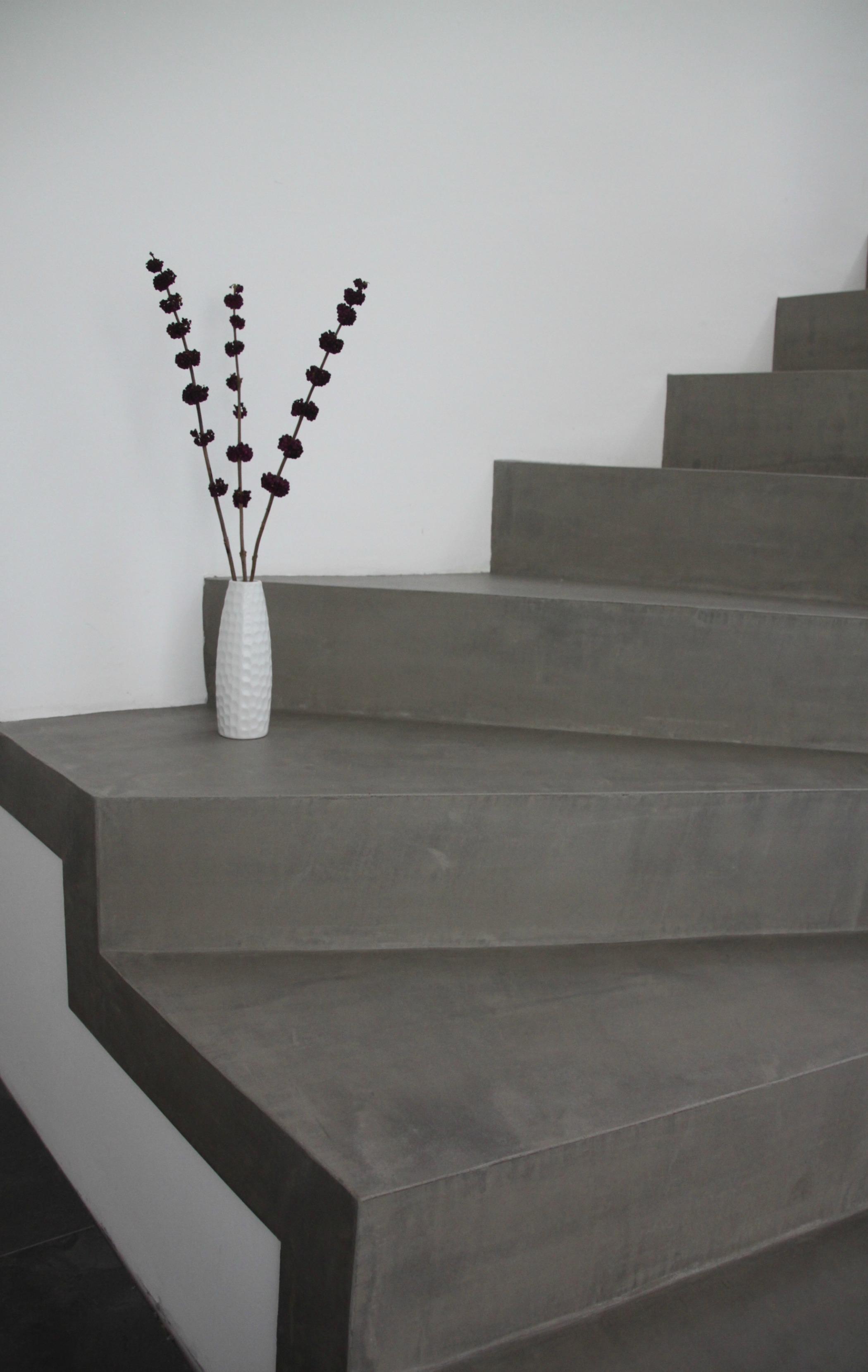 Betontreppe Innen treppenaufgang bilder ideen couchstyle