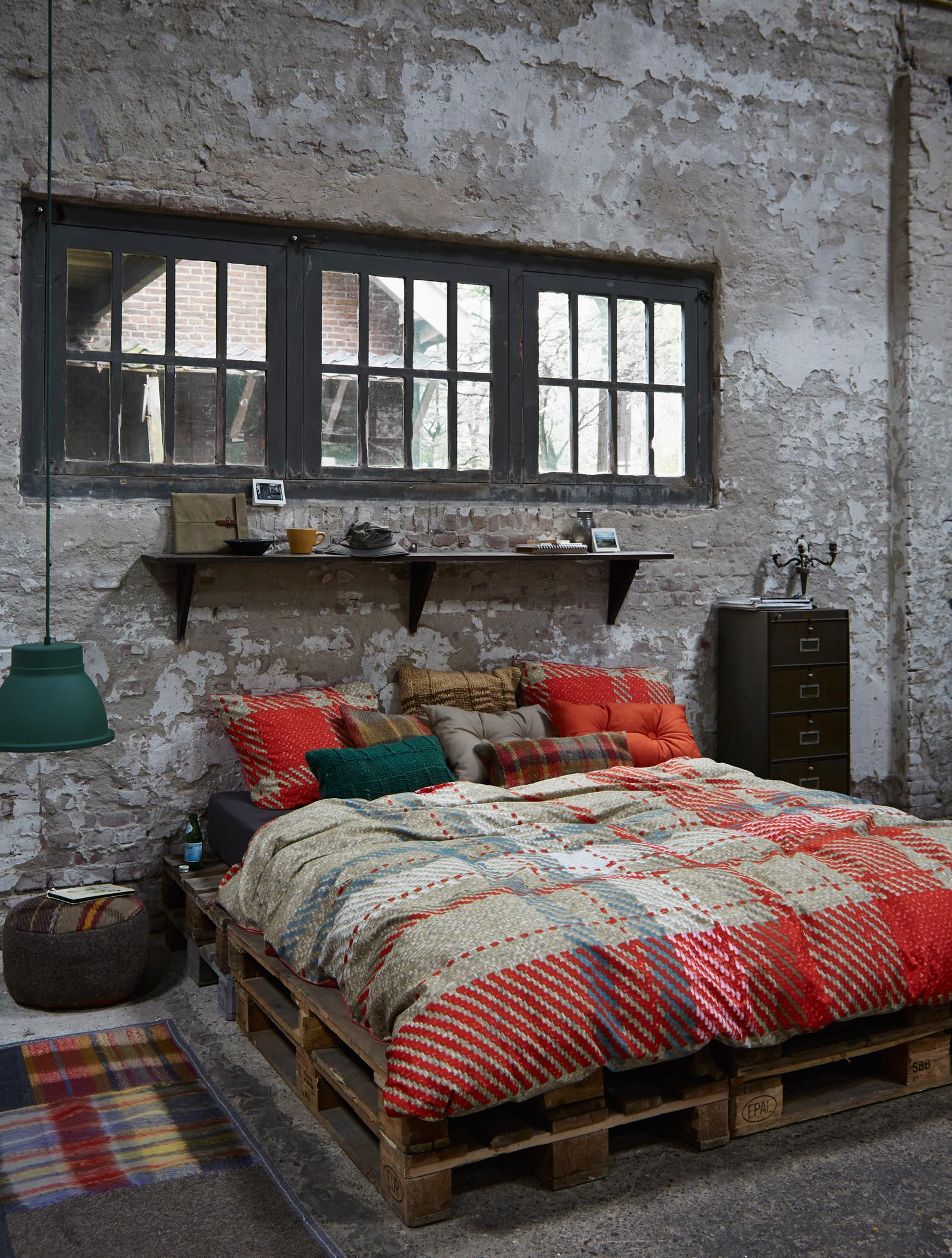 Palettenbett bilder ideen couchstyle for Bett industriedesign