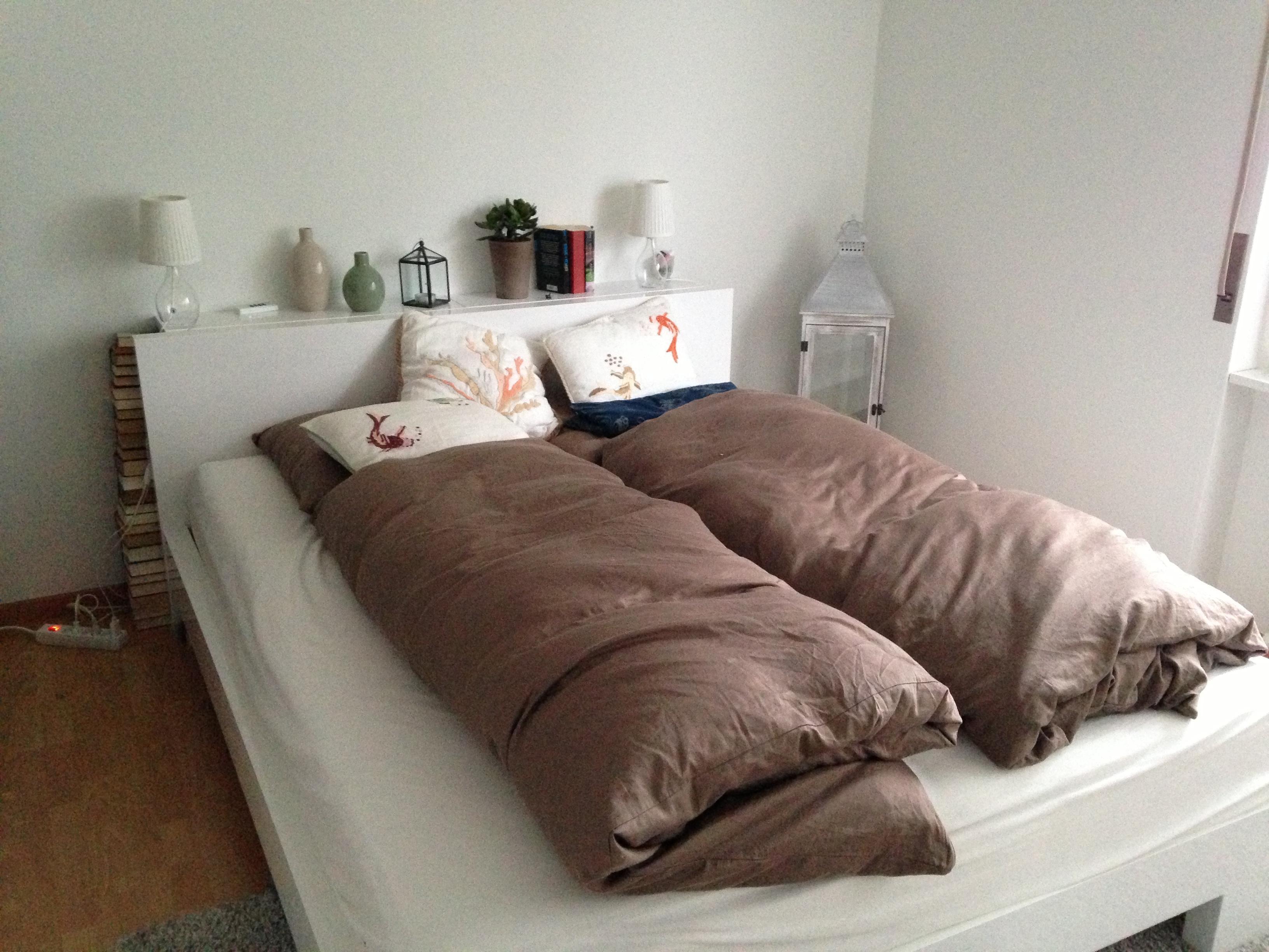 Bett im Schlafzimmer #bett #bettwäsche #kissen ©Juli...